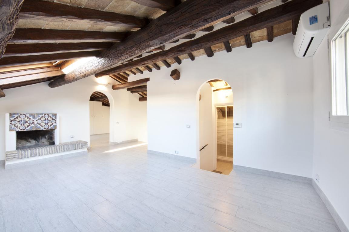 Appartamento di lusso in affitto a roma via dei cappellari for Affitto castello roma