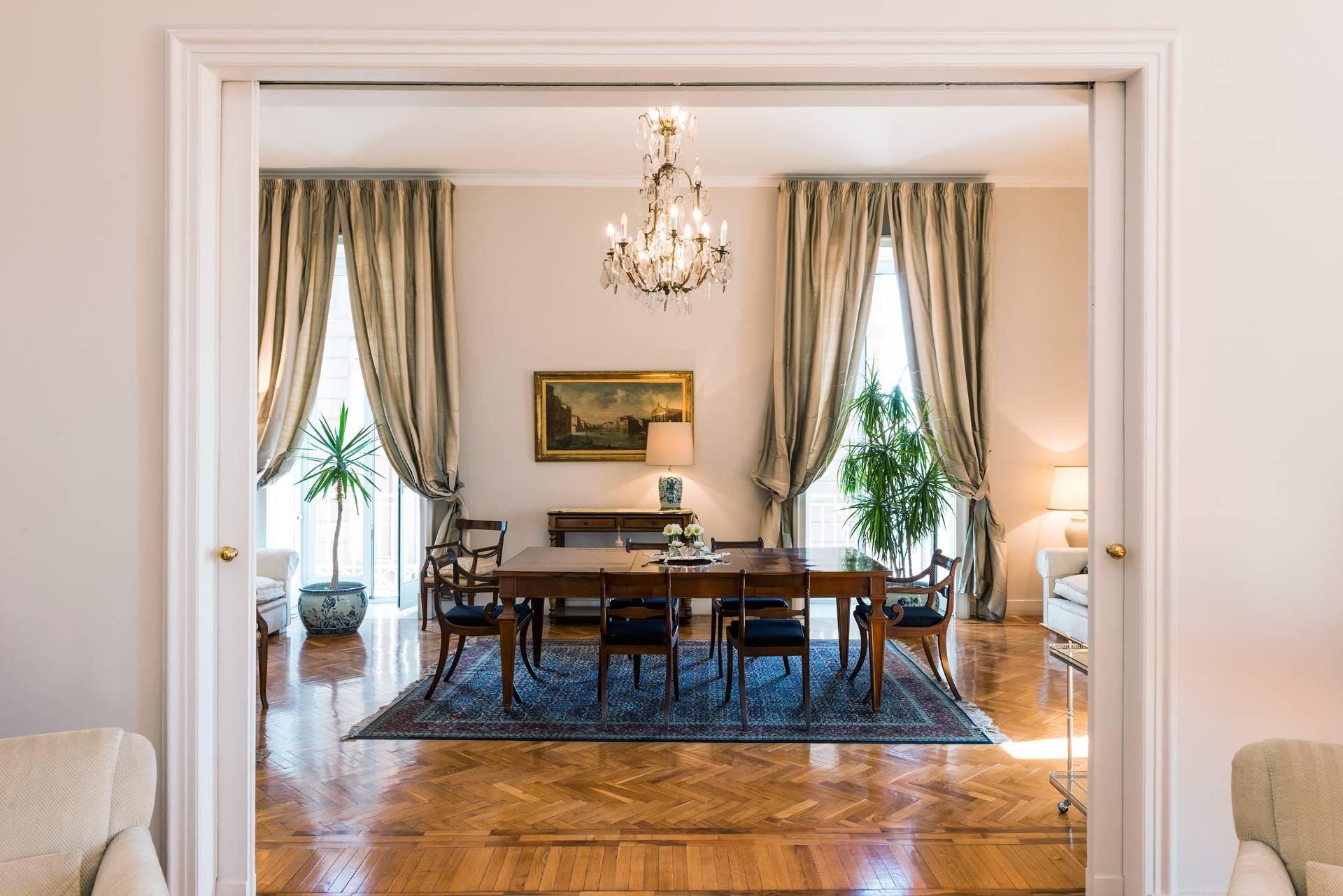 Appartamento in Vendita a Napoli: 5 locali, 450 mq - Foto 4