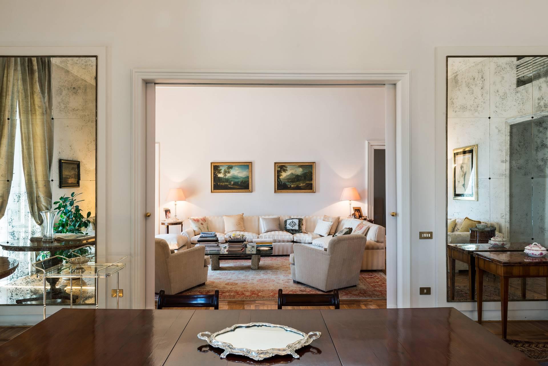 Appartamento in Vendita a Napoli: 5 locali, 350 mq - Foto 2