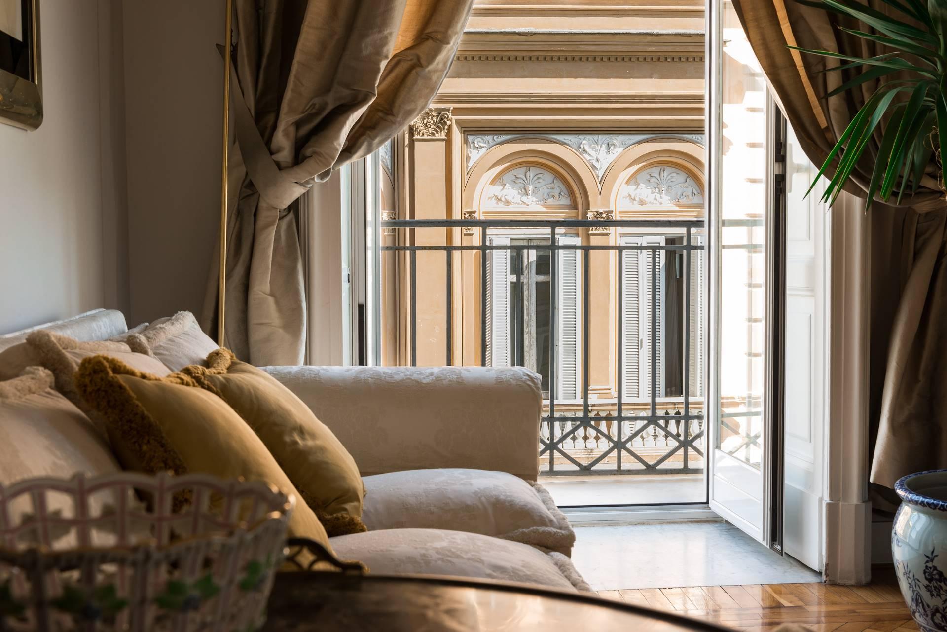 Appartamento in Vendita a Napoli: 5 locali, 350 mq - Foto 9