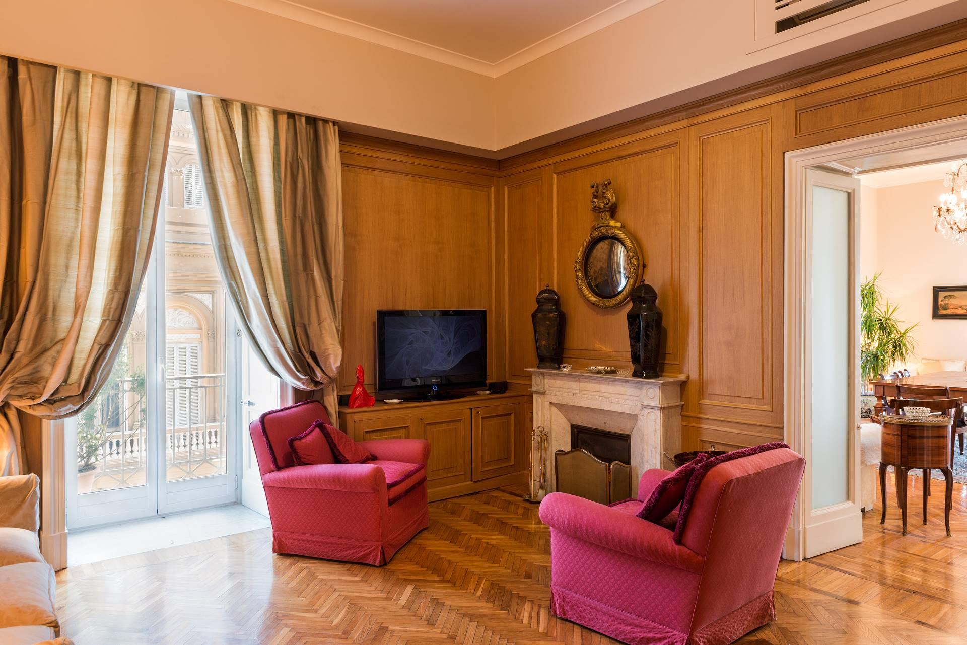Appartamento in Vendita a Napoli: 5 locali, 350 mq - Foto 4