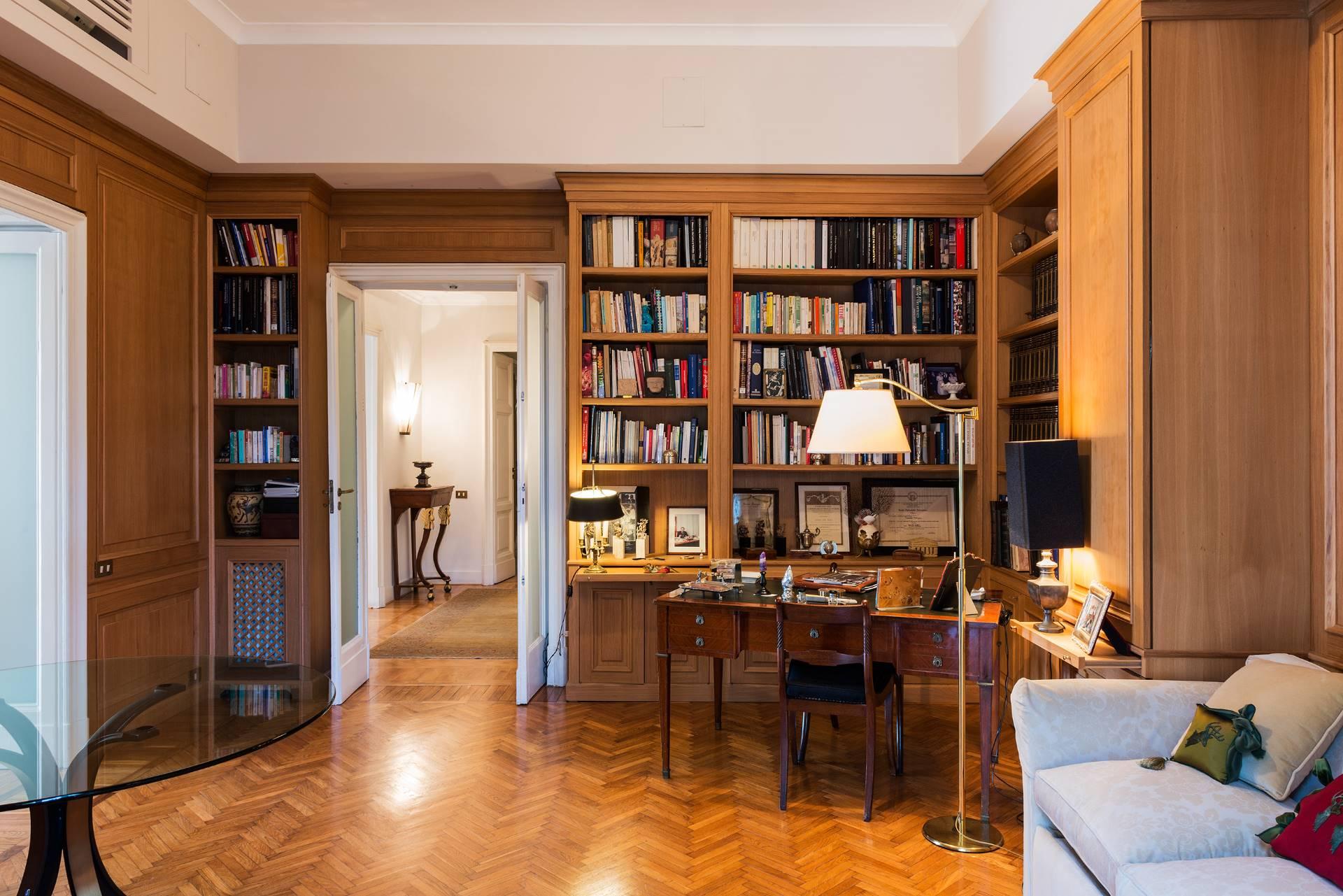 Appartamento in Vendita a Napoli: 5 locali, 350 mq - Foto 11