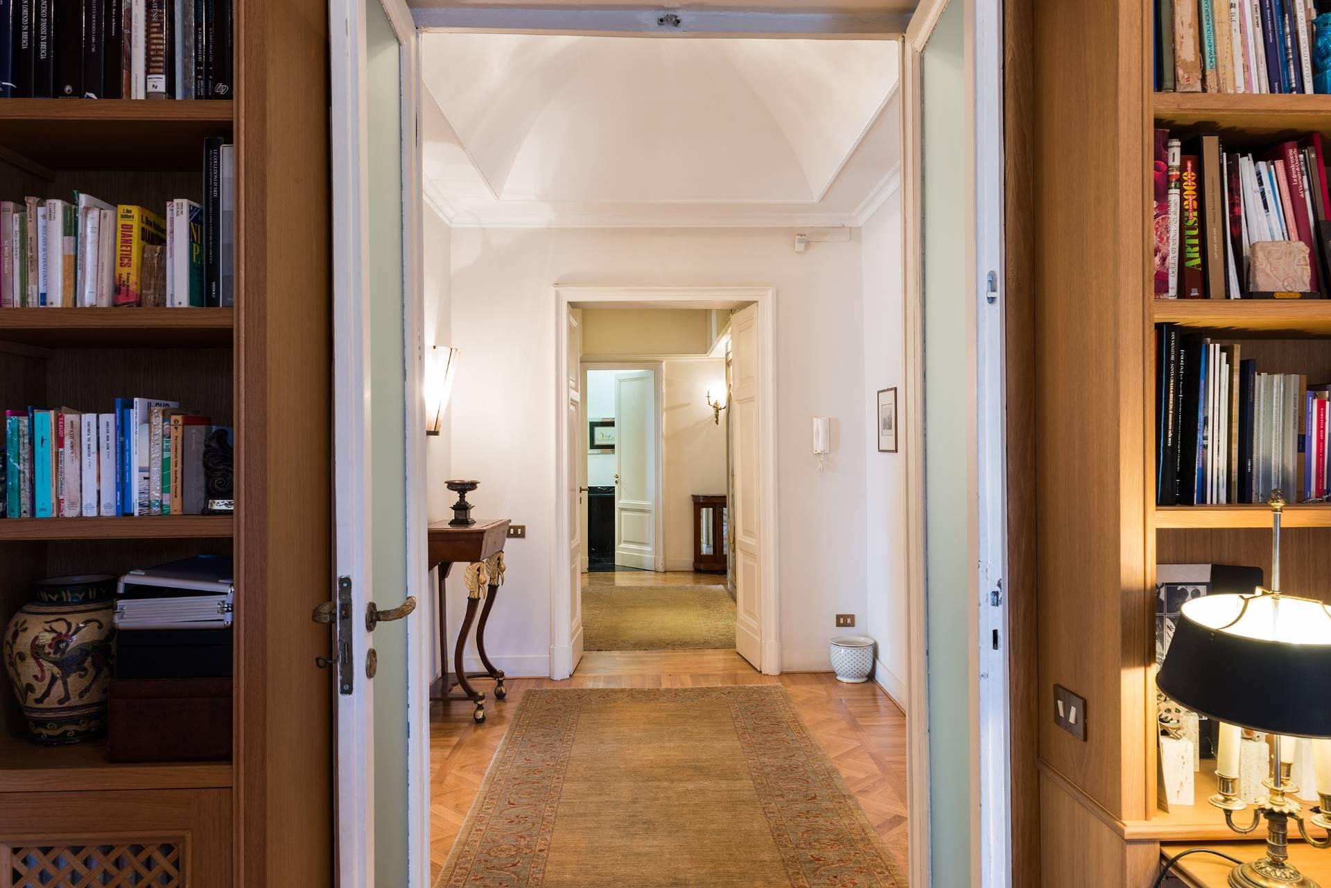 Appartamento in Vendita a Napoli: 5 locali, 350 mq - Foto 12
