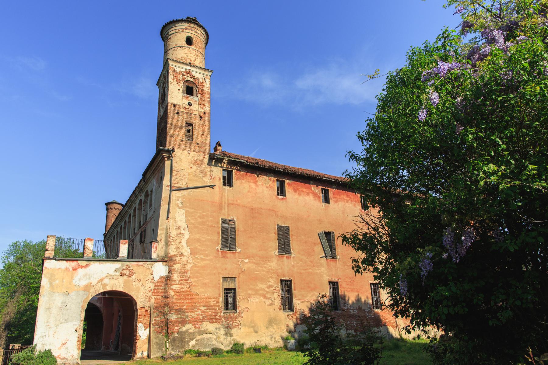 Palazzo in Vendita a Torino strada del drosso