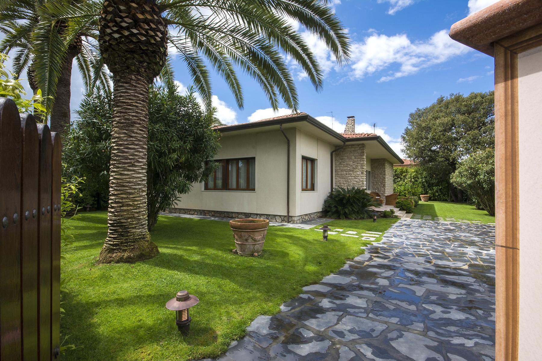 Villa in Vendita a Forte Dei Marmi: 5 locali, 229 mq - Foto 1