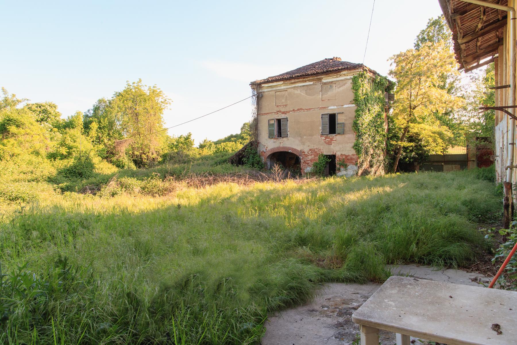 Rustico in Vendita a Chieri: 5 locali, 1500 mq - Foto 2