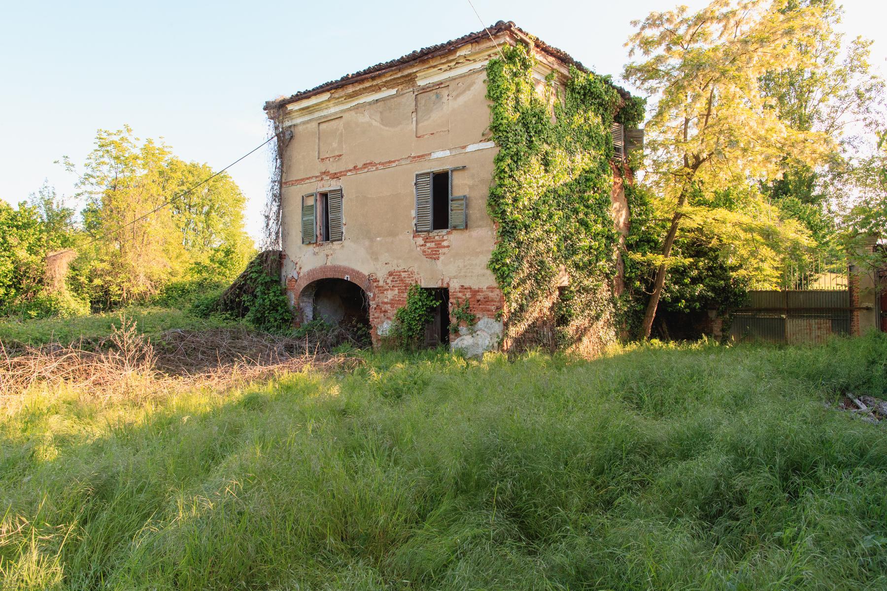 Rustico in Vendita a Chieri: 5 locali, 1500 mq