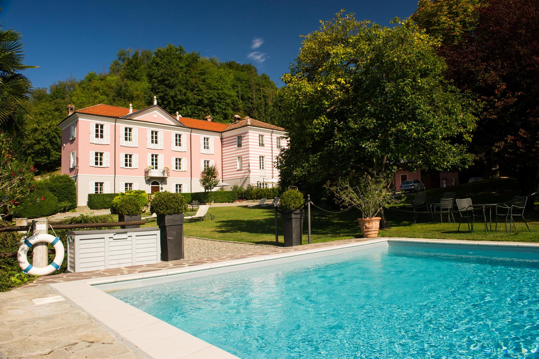 Villa in Vendita a Acqui Terme: 5 locali, 790 mq