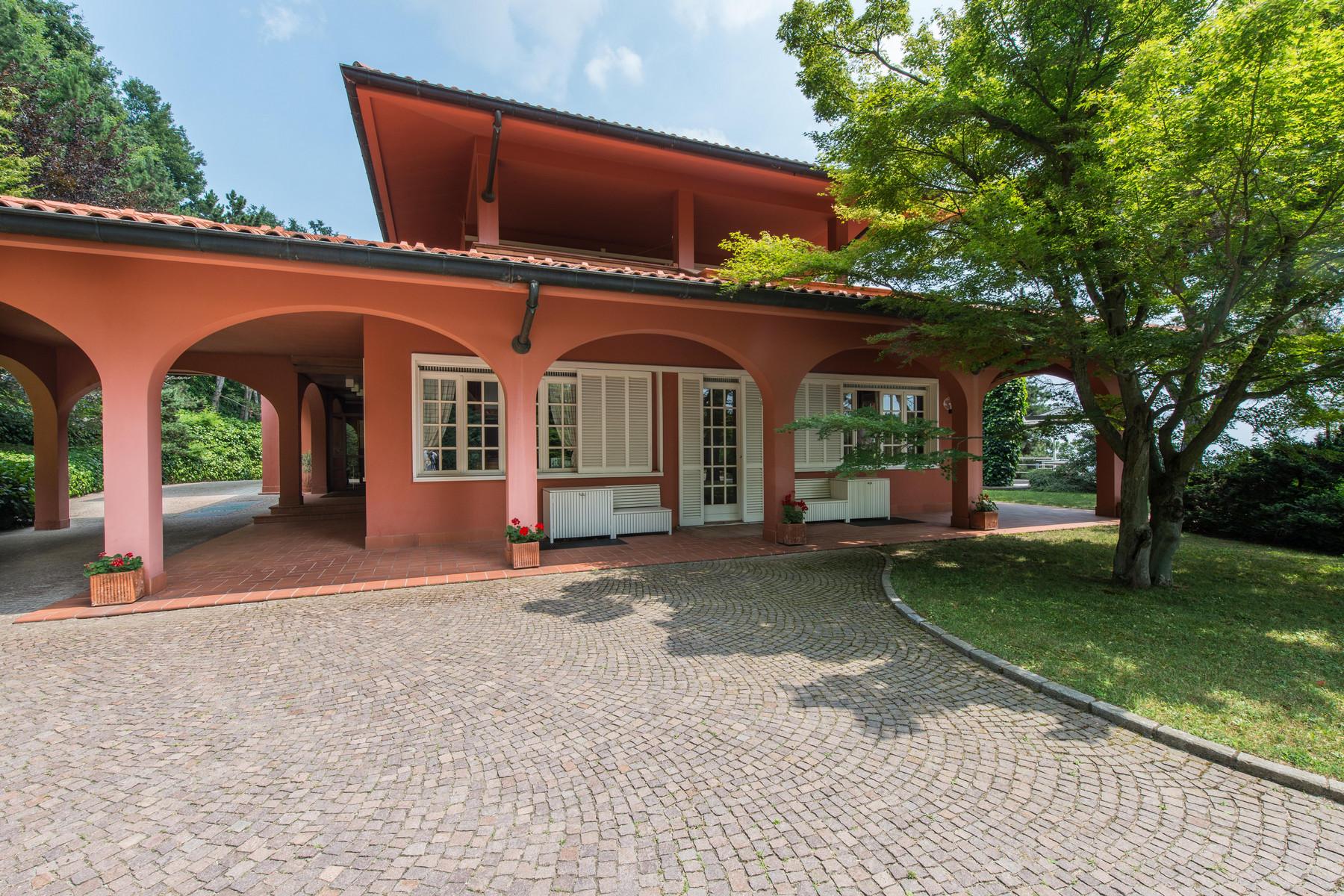 Villa in Vendita a Pecetto Torinese: 5 locali, 800 mq