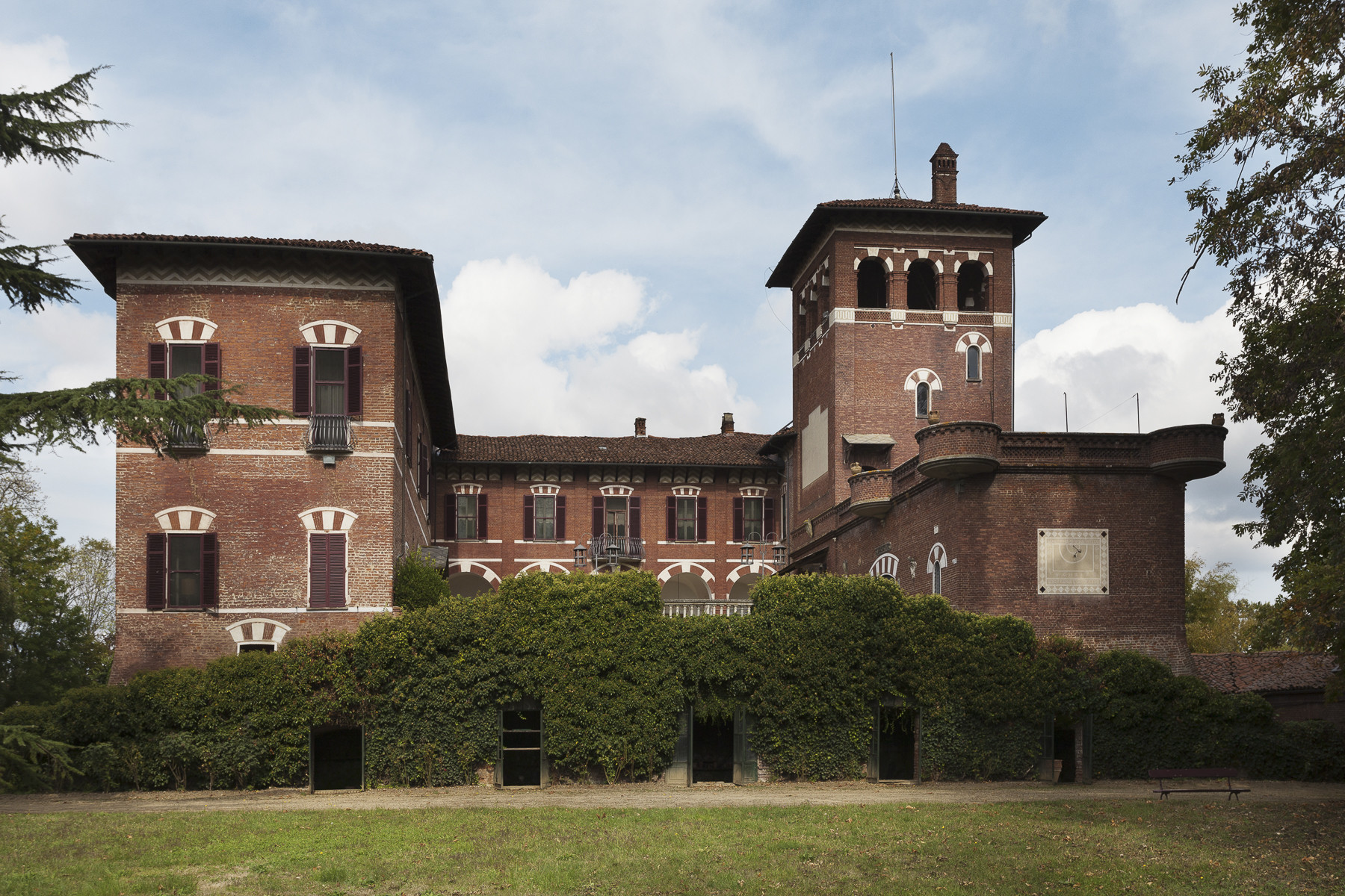 Villa in Vendita a Dusino San Michele: 5 locali, 2000 mq