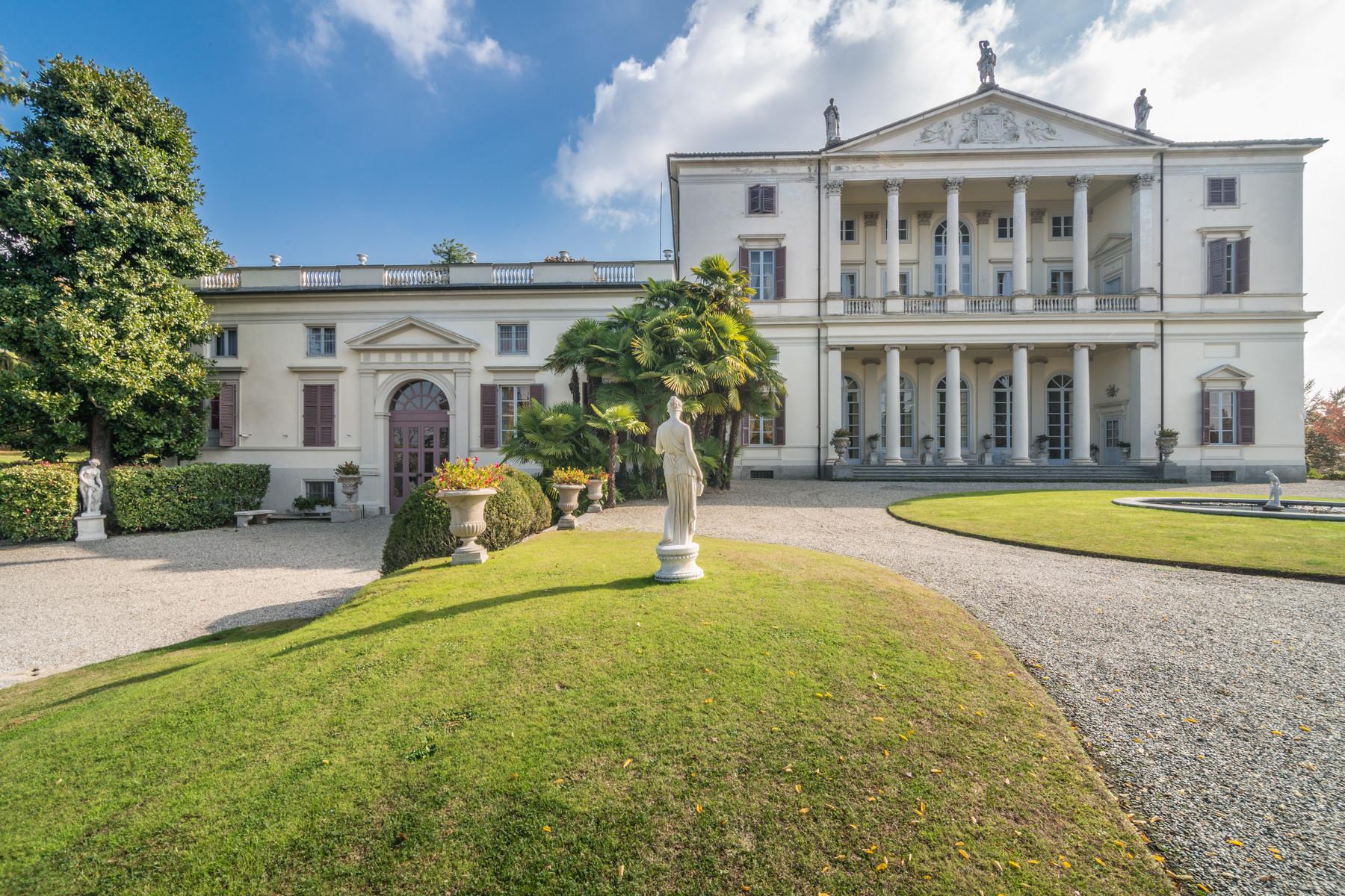 Villa in Vendita a Castagneto Po: 5 locali, 2500 mq