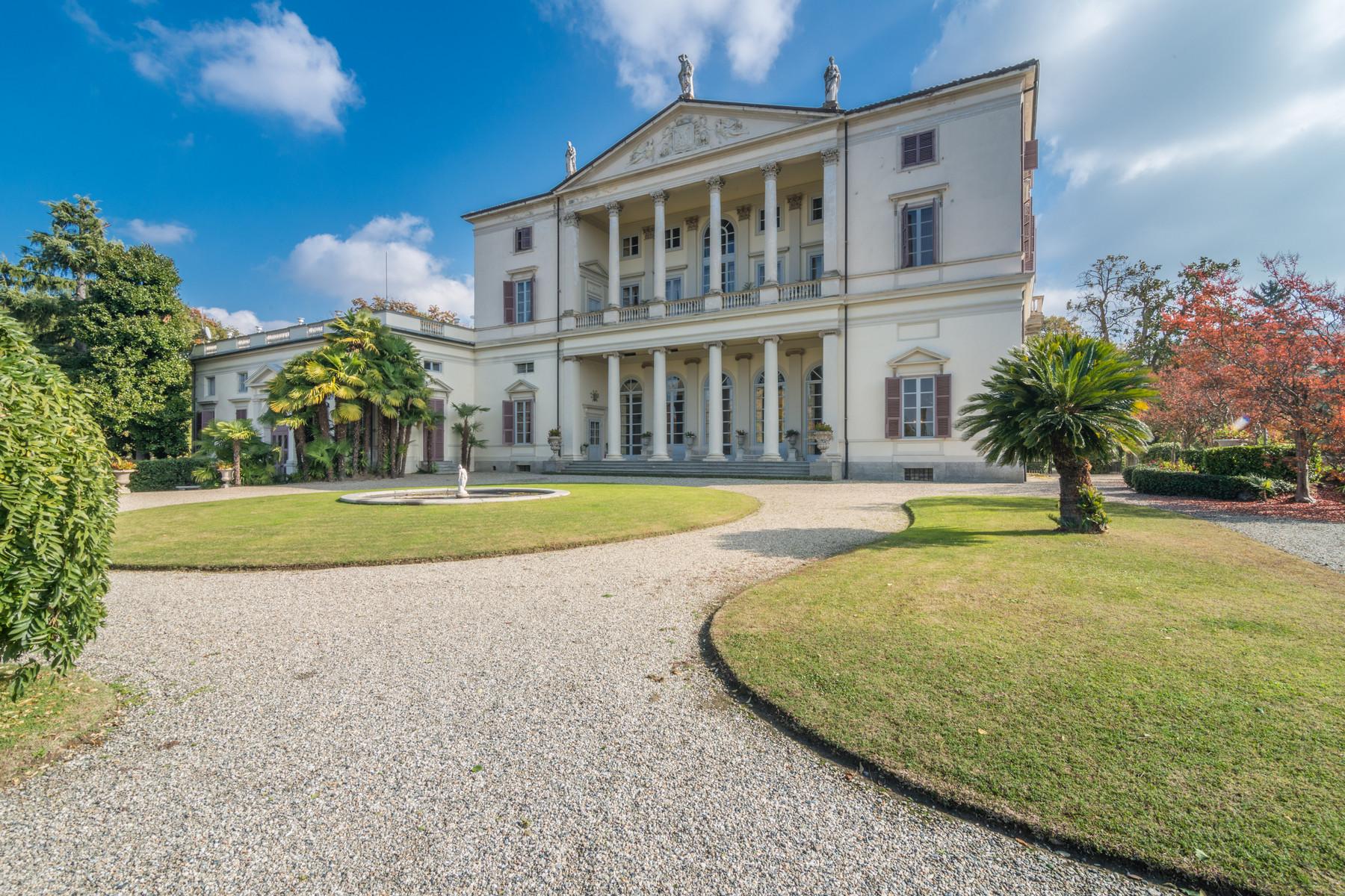 Villa in Vendita a Castagneto Po: 5 locali, 2500 mq - Foto 2