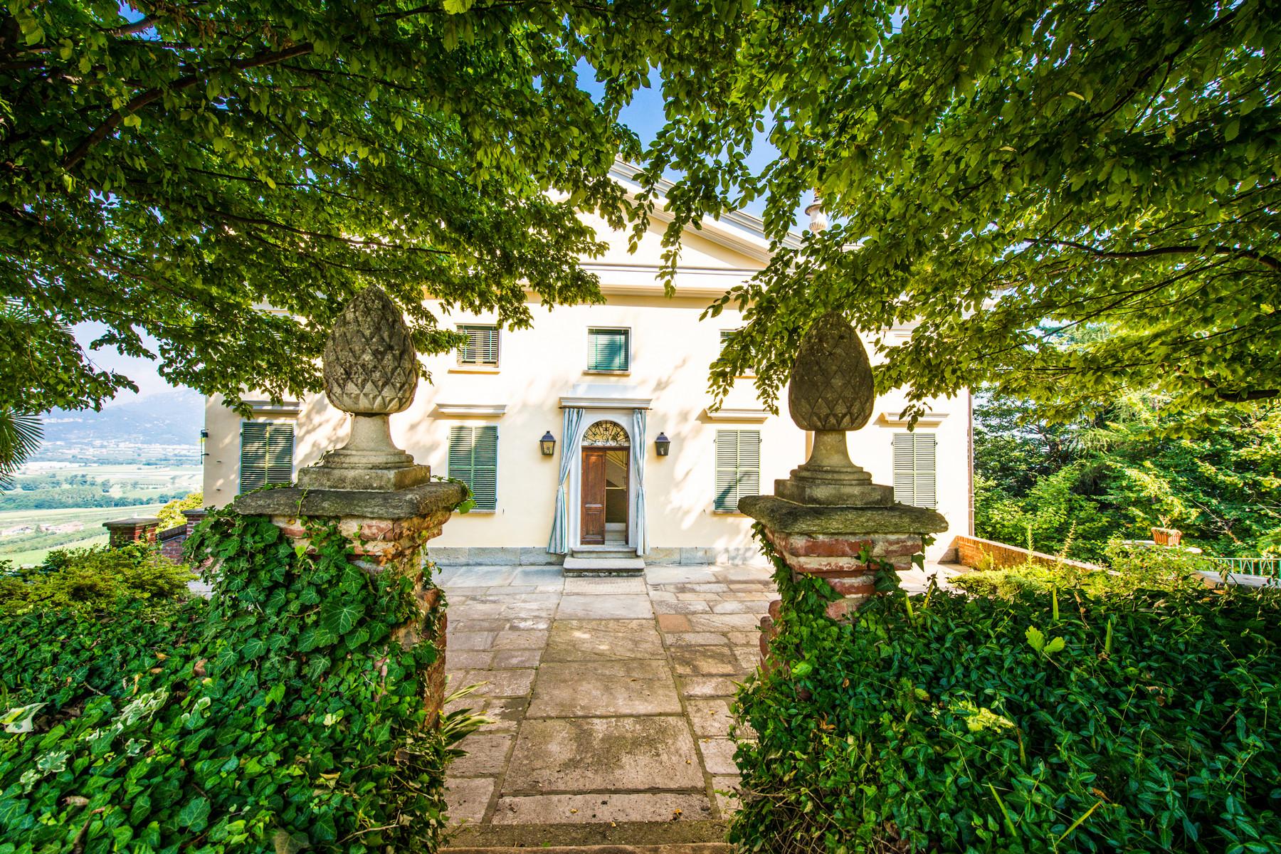 Villa in Vendita a Saluzzo: 5 locali, 900 mq