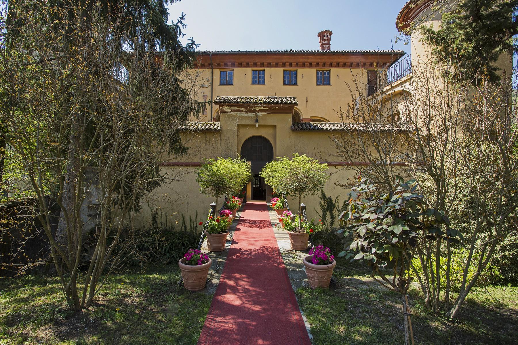 Palazzo in Vendita a Isola Del Cantone: 5 locali, 900 mq