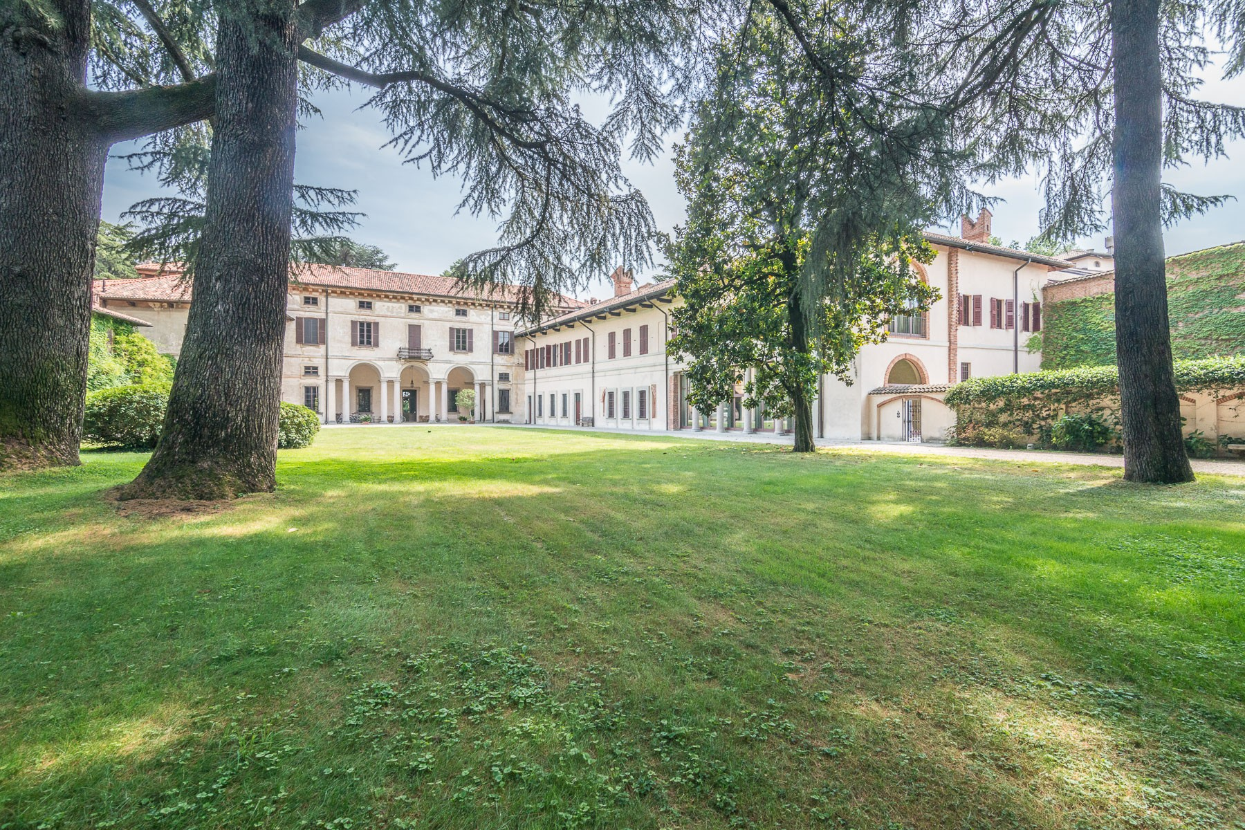 Villa in Vendita a Corbetta: 5 locali, 1500 mq - Foto 2