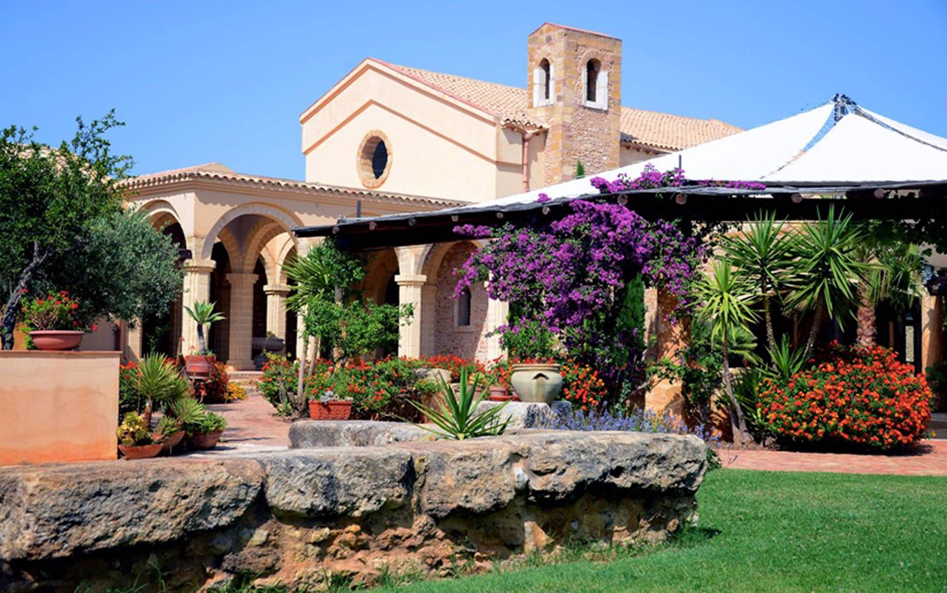 Villa in Vendita a Menfi: 5 locali, 4400 mq