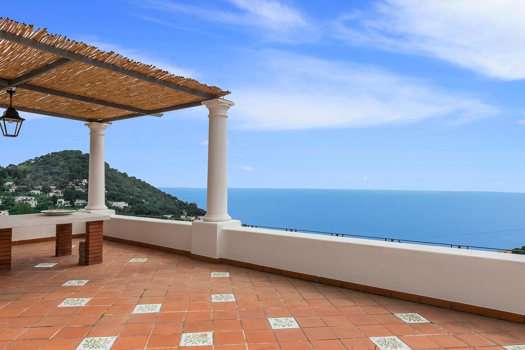 Villa in Vendita a Capri via belvedere cesina