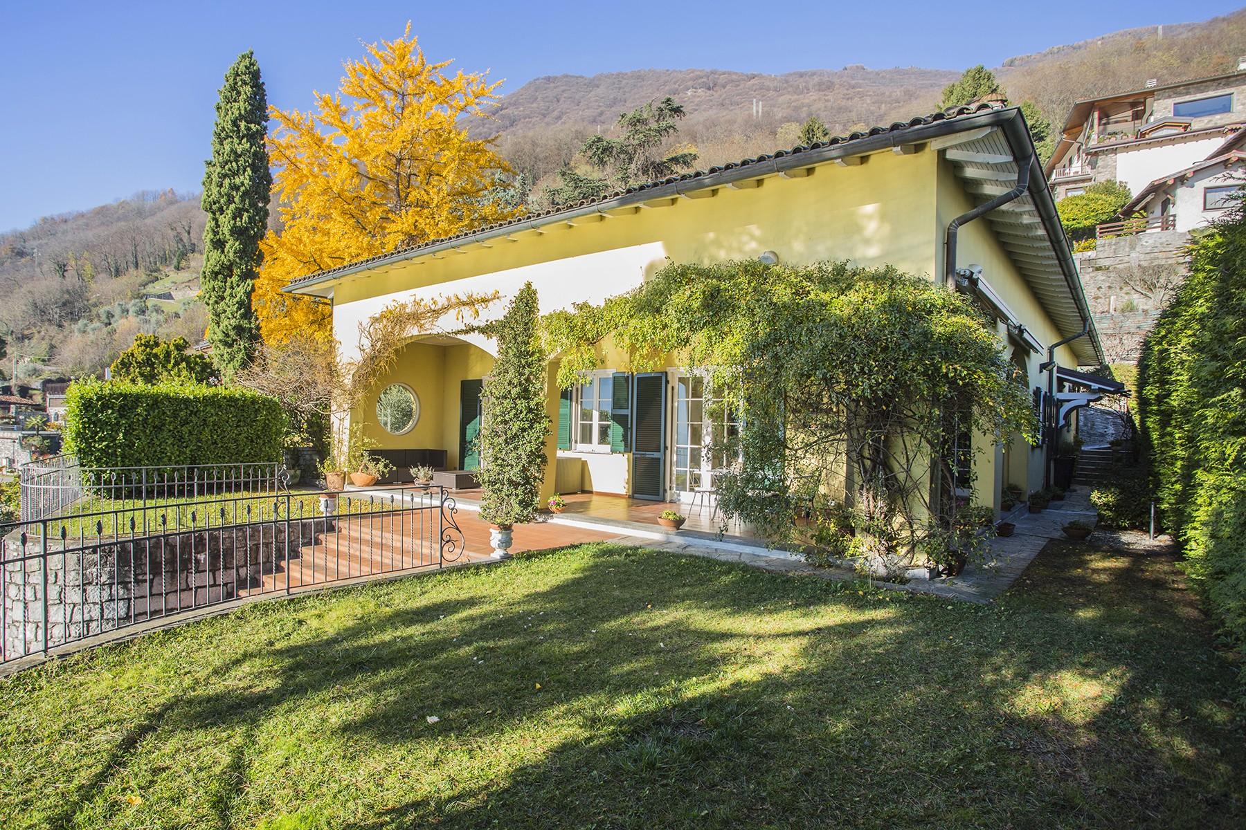 Villa in Vendita a Gera Lario via statale regina
