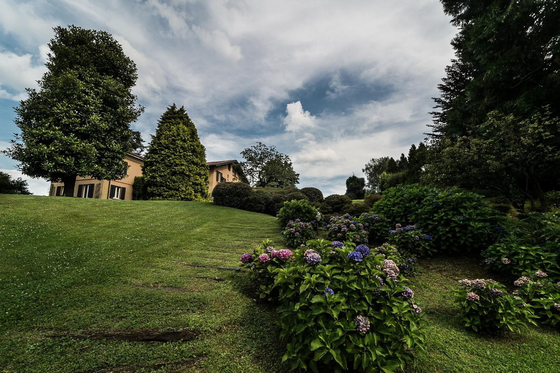 Villa in Vendita a Carimate: 5 locali, 800 mq - Foto 3