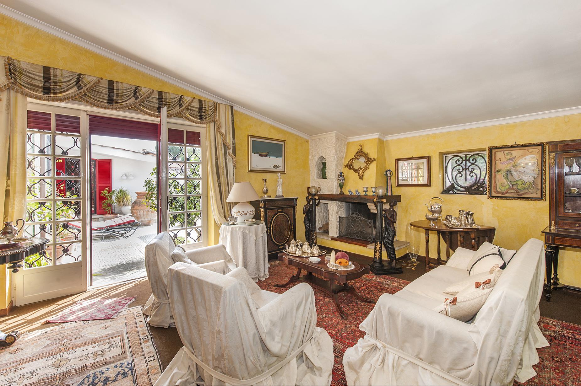 Villa in Vendita a Roma 26 Axa / Casalpalocco / Infernetto: 5 locali, 320 mq