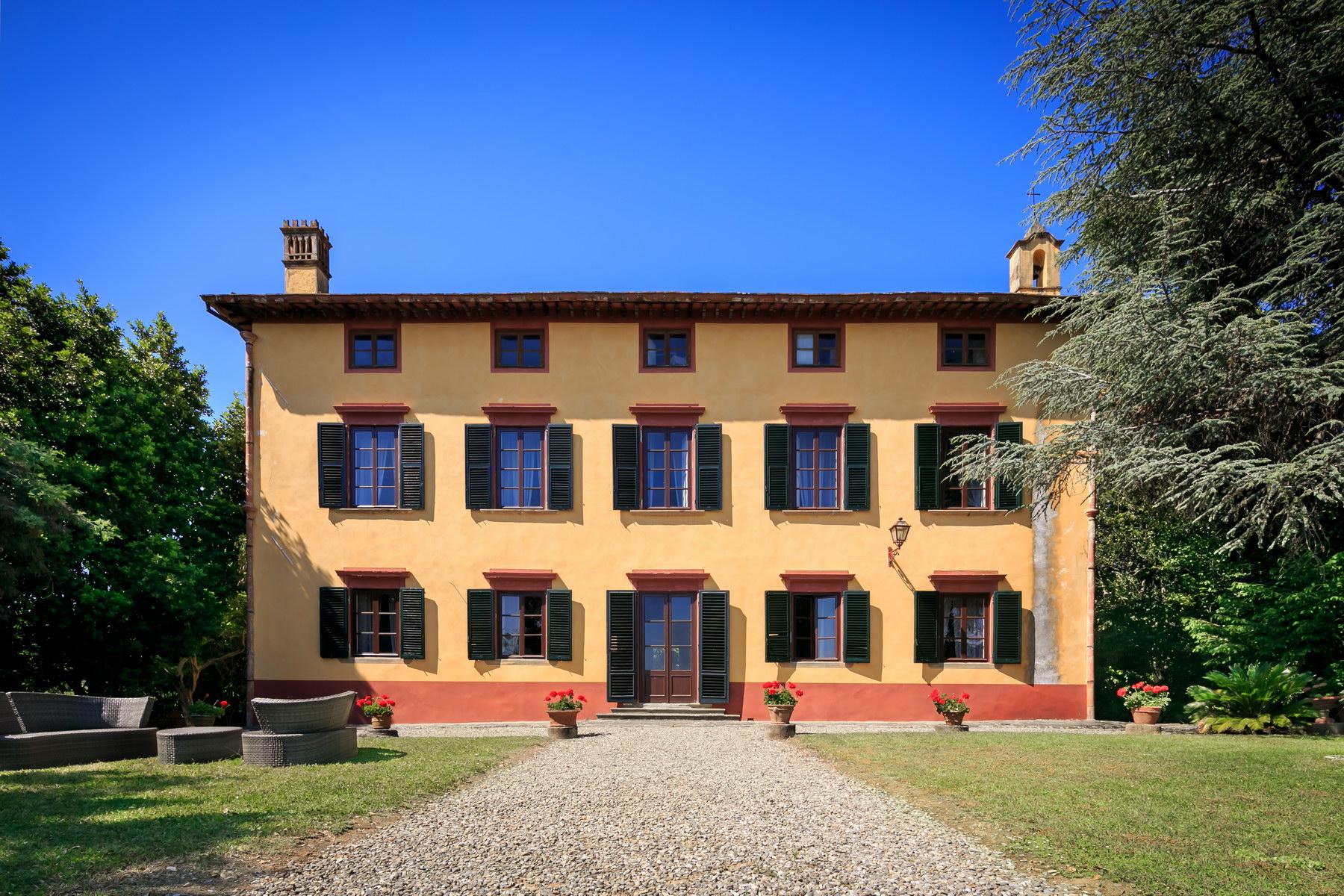 Villa in Vendita a Capannori: 5 locali, 570 mq