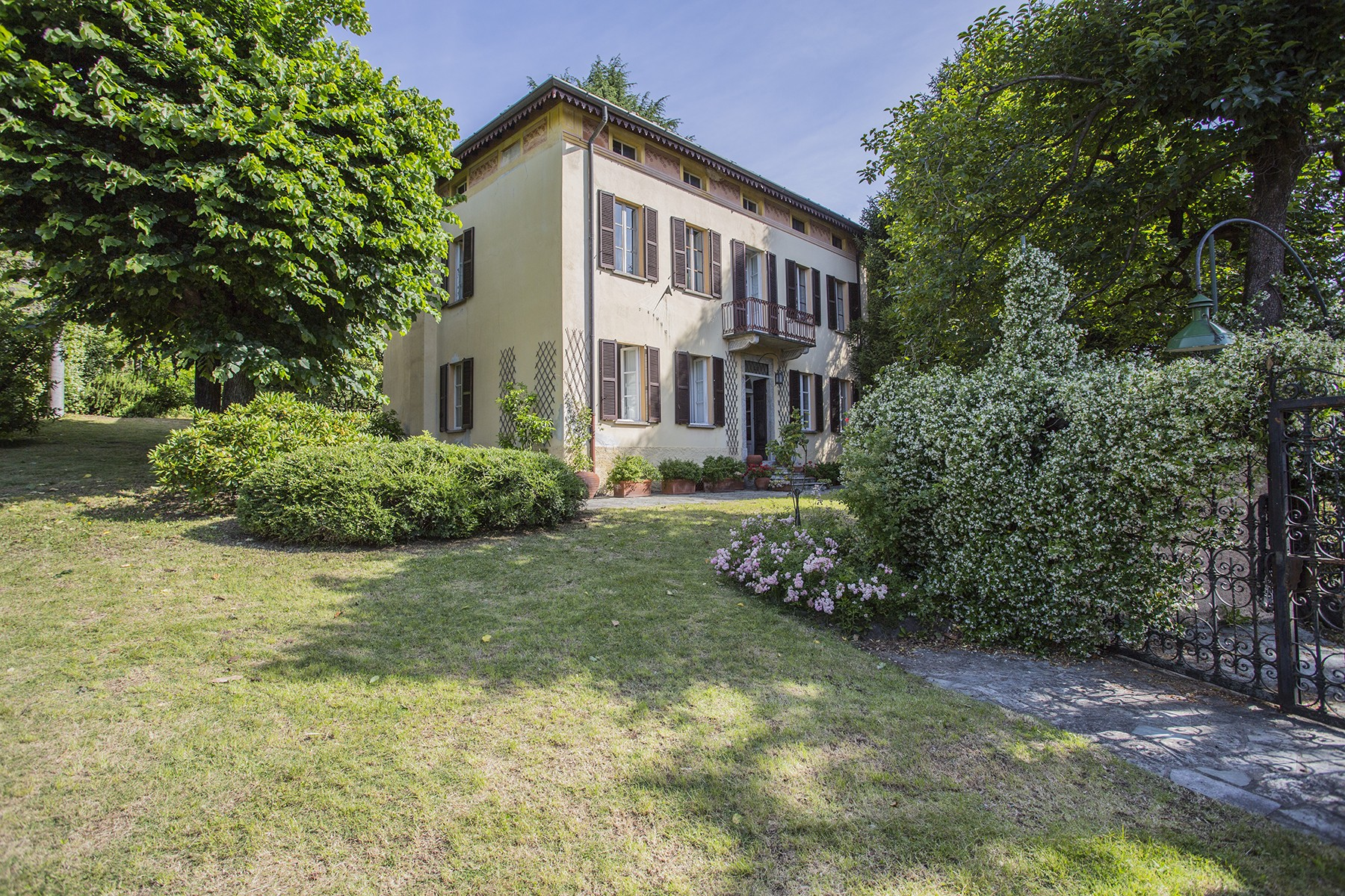 Villa in Vendita a Vercana: 5 locali, 300 mq