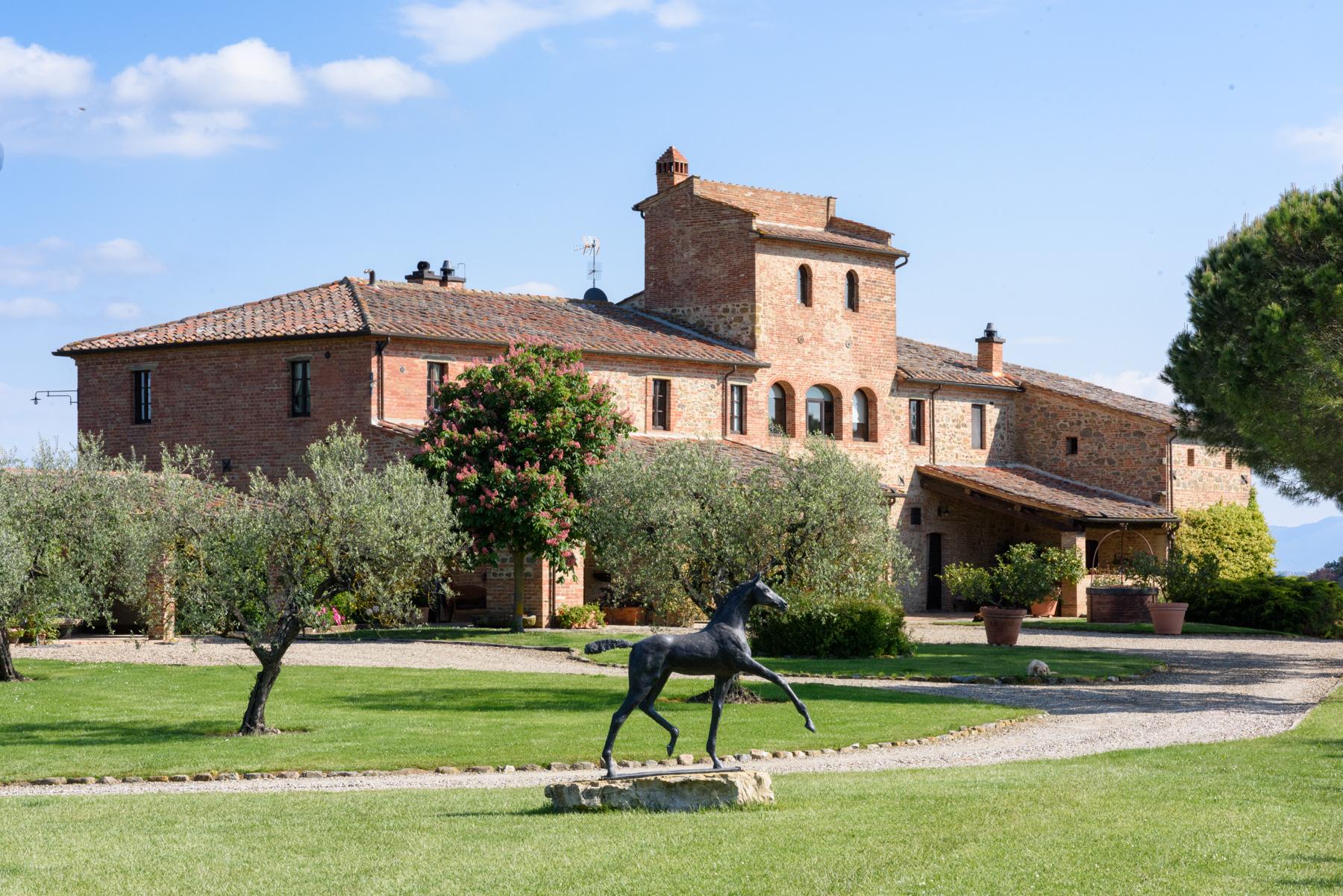 Villa in Vendita a Siena: 5 locali, 1300 mq