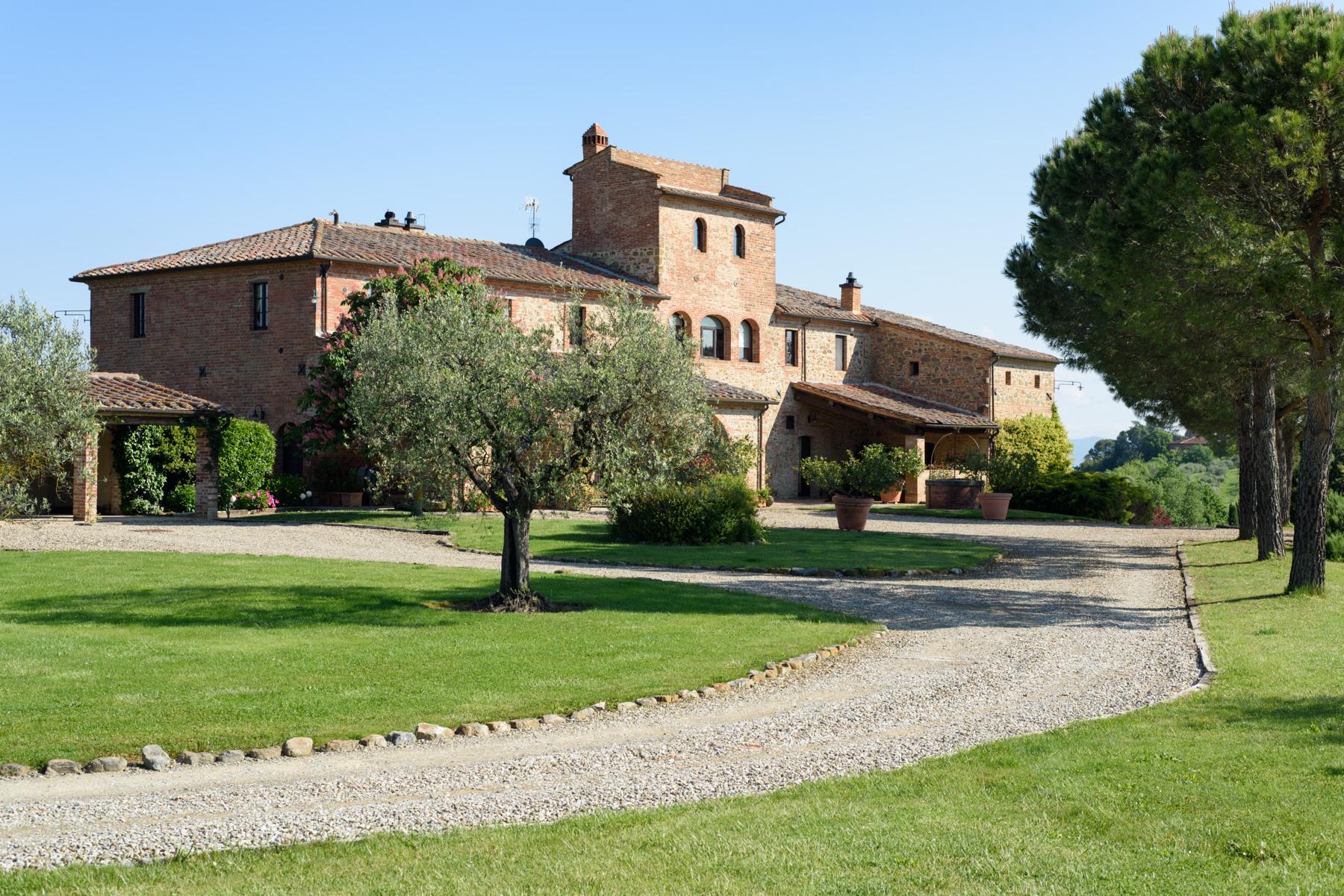 Villa in Vendita a Siena: 5 locali, 1300 mq - Foto 2