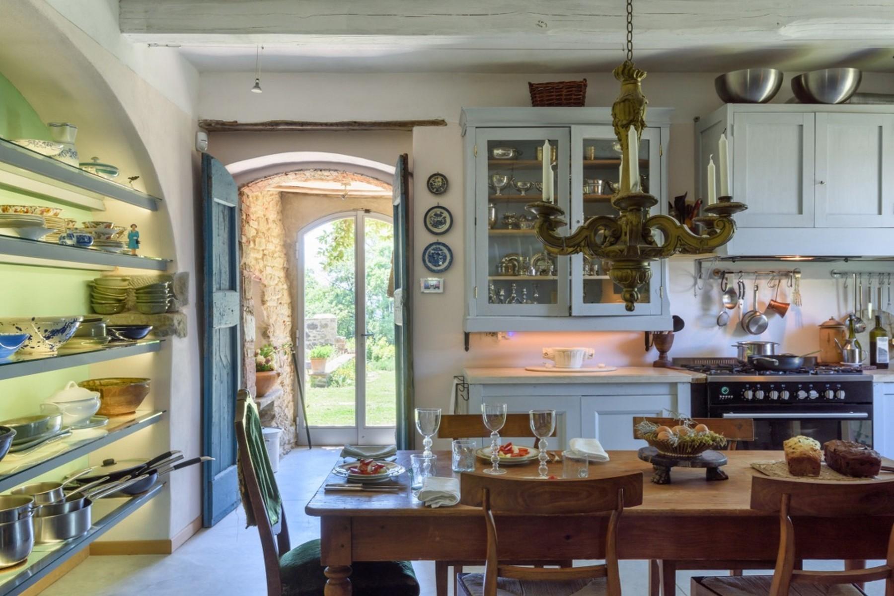 Villa in Vendita a Monte San Savino: 5 locali, 381 mq