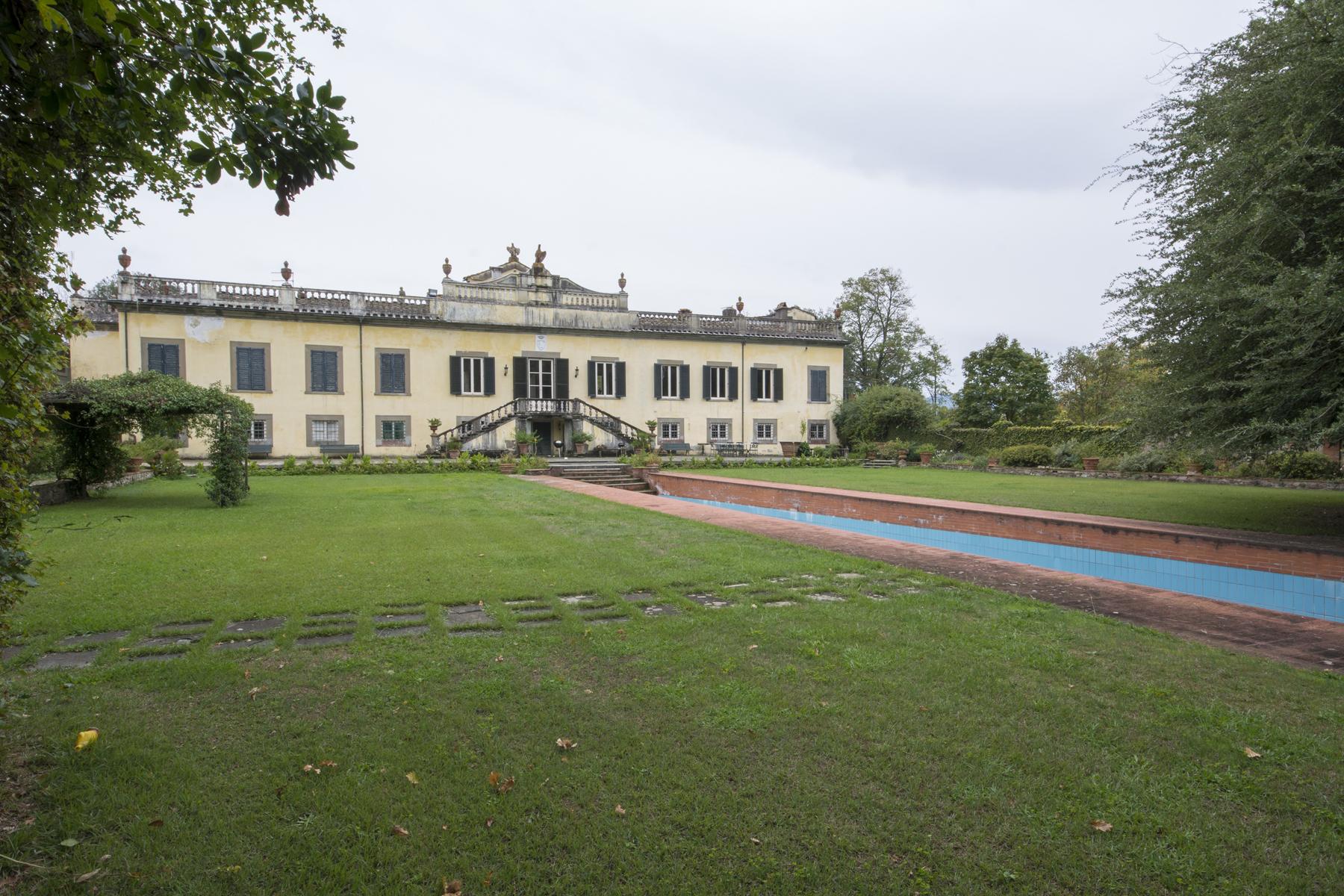 Villa in Vendita a Lucca: 5 locali, 2451 mq - Foto 2