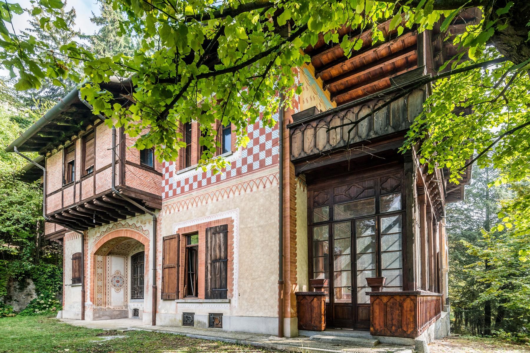 Villa in Vendita a Brunate: 5 locali, 1040 mq