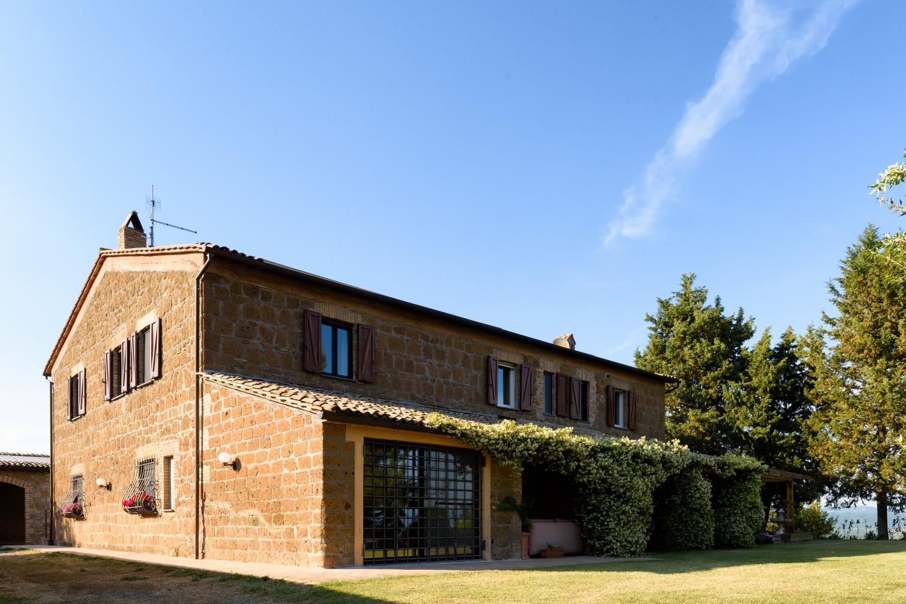 Villa in Vendita a Castel Viscardo: 5 locali, 700 mq