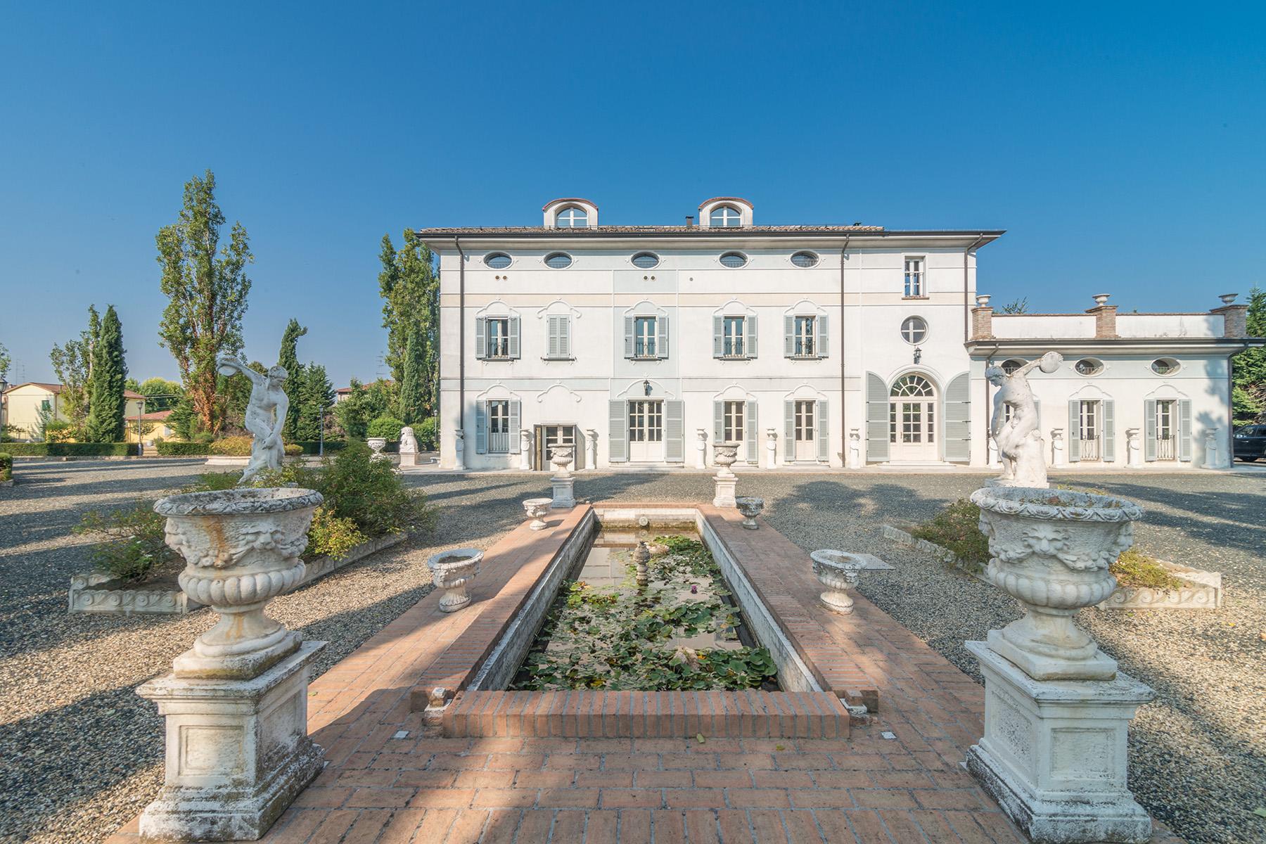 Villa in Vendita a Gattatico: 5 locali, 700 mq