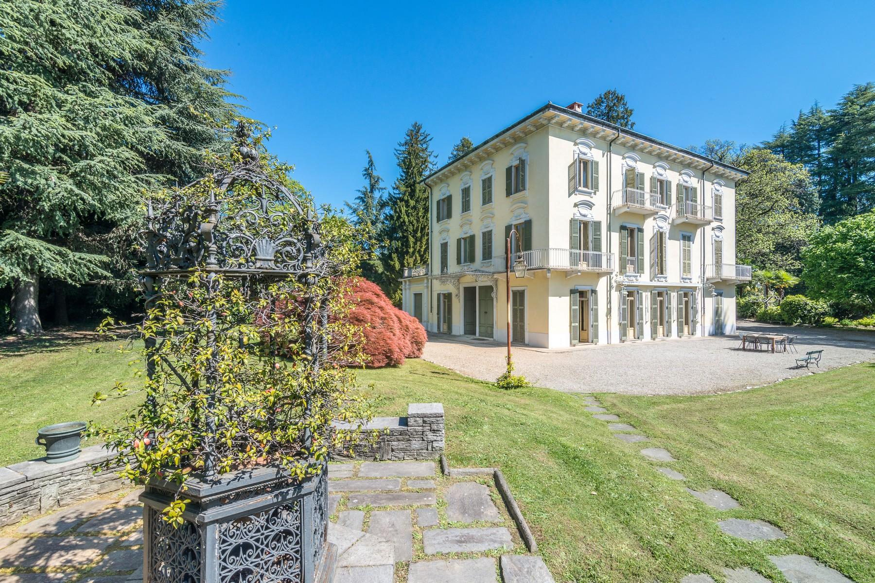 Villa in Vendita a Varese: 5 locali, 1500 mq - Foto 2