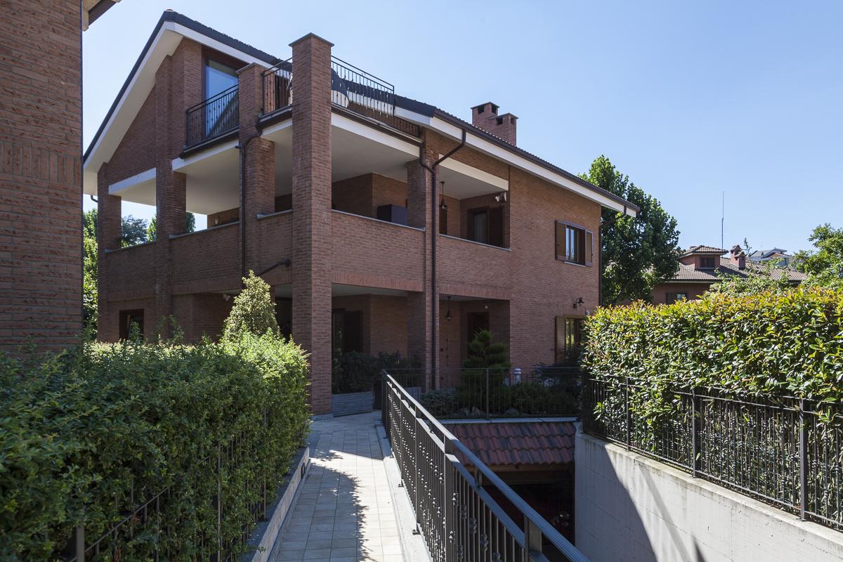 Villa in Vendita a Rivoli: 5 locali, 350 mq