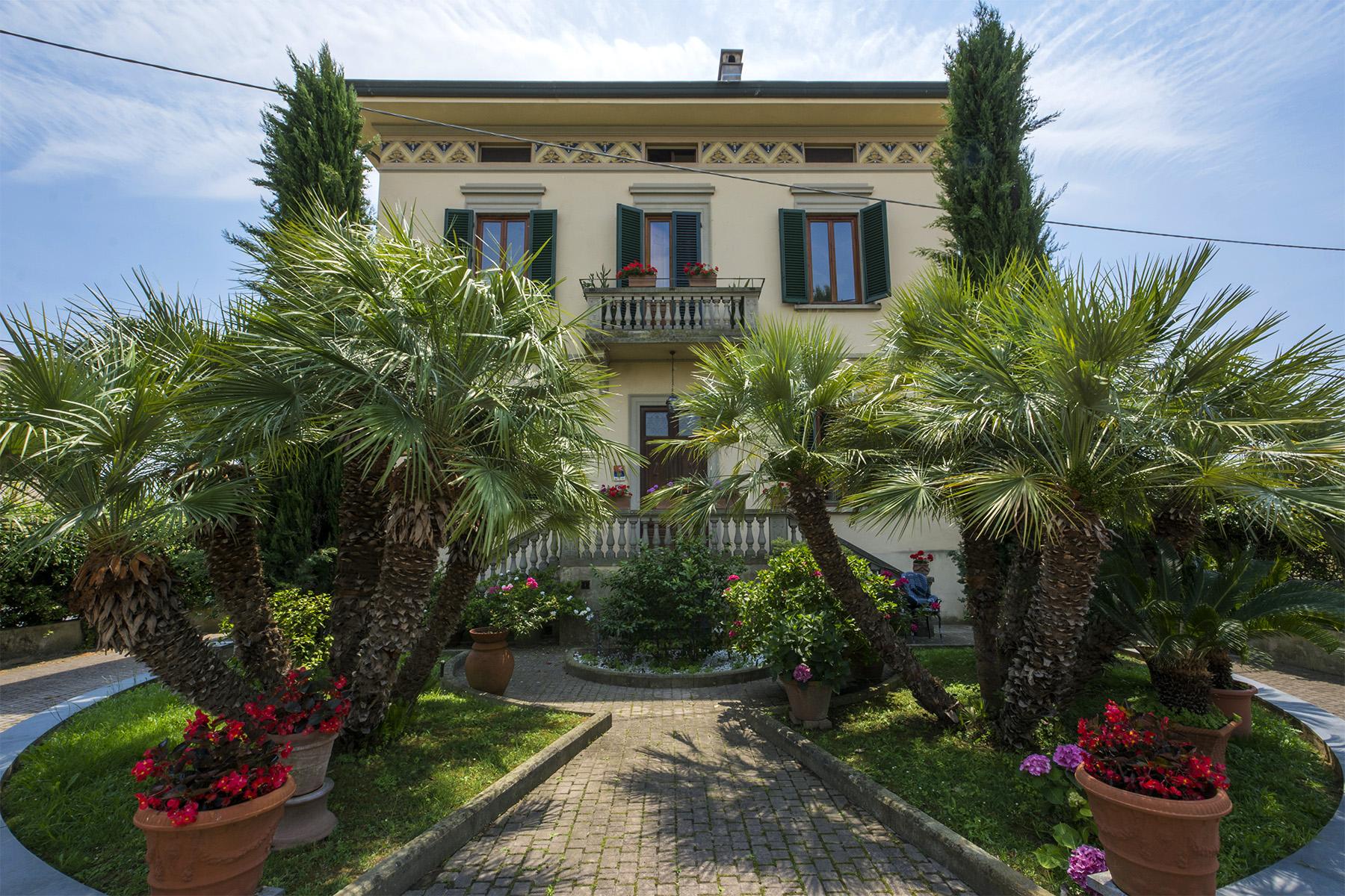 Villa in Vendita a Lucca via fillungo