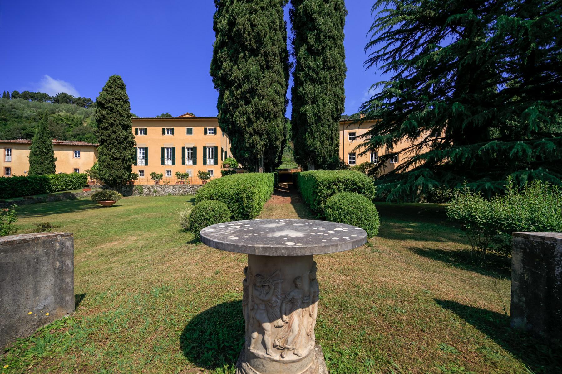 Villa in Vendita a Lucca: 5 locali, 1500 mq - Foto 2