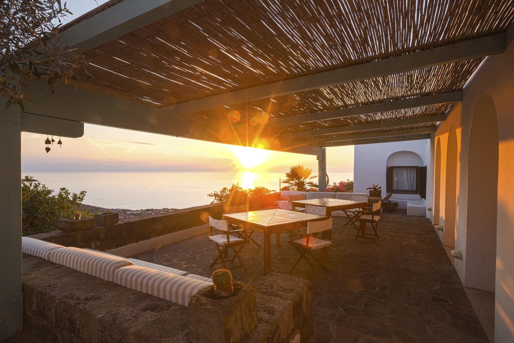 Villa in Vendita a Pantelleria: 5 locali, 530 mq - Foto 1