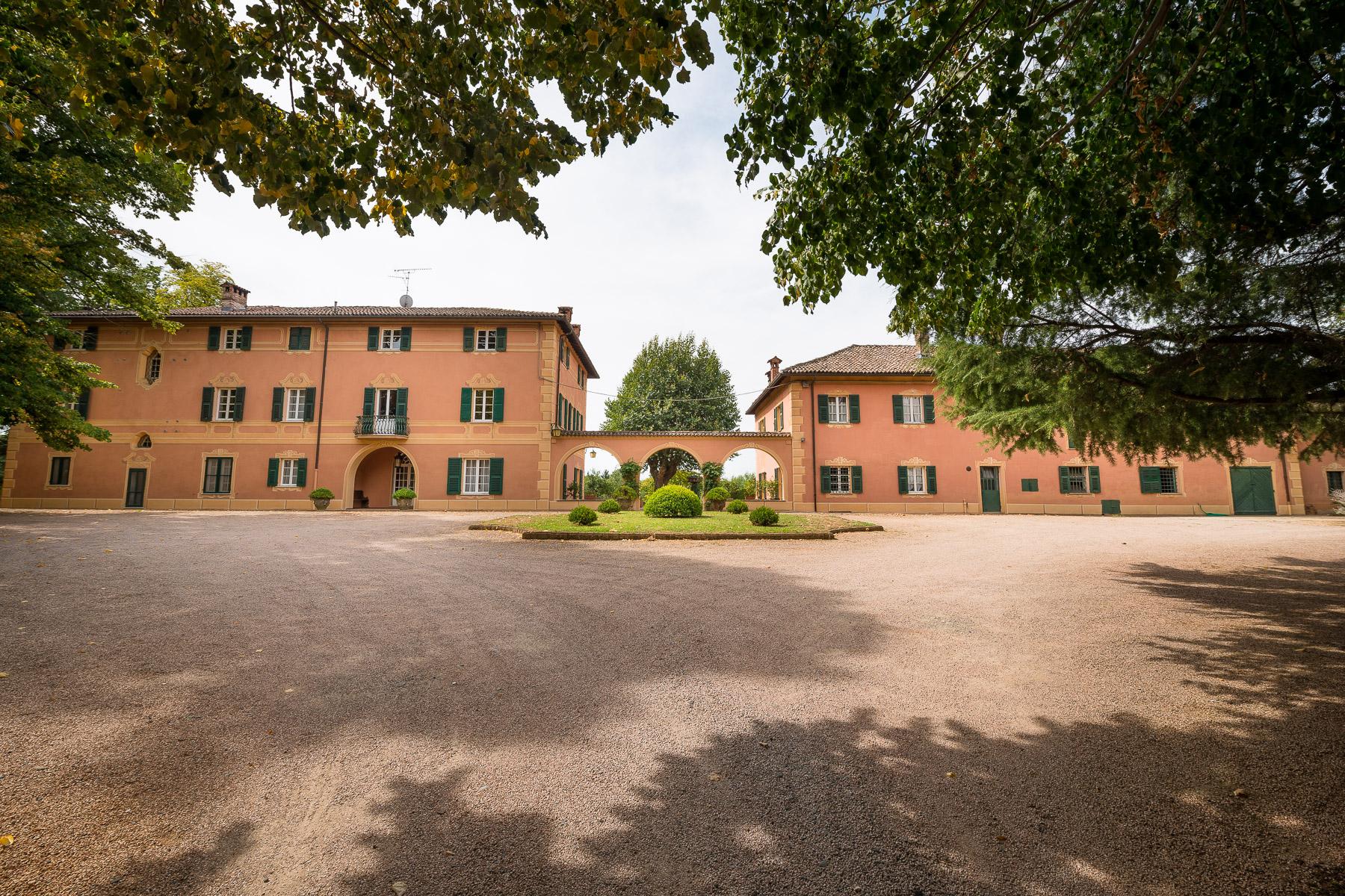 Villa in Vendita a Novi Ligure: 5 locali, 1000 mq