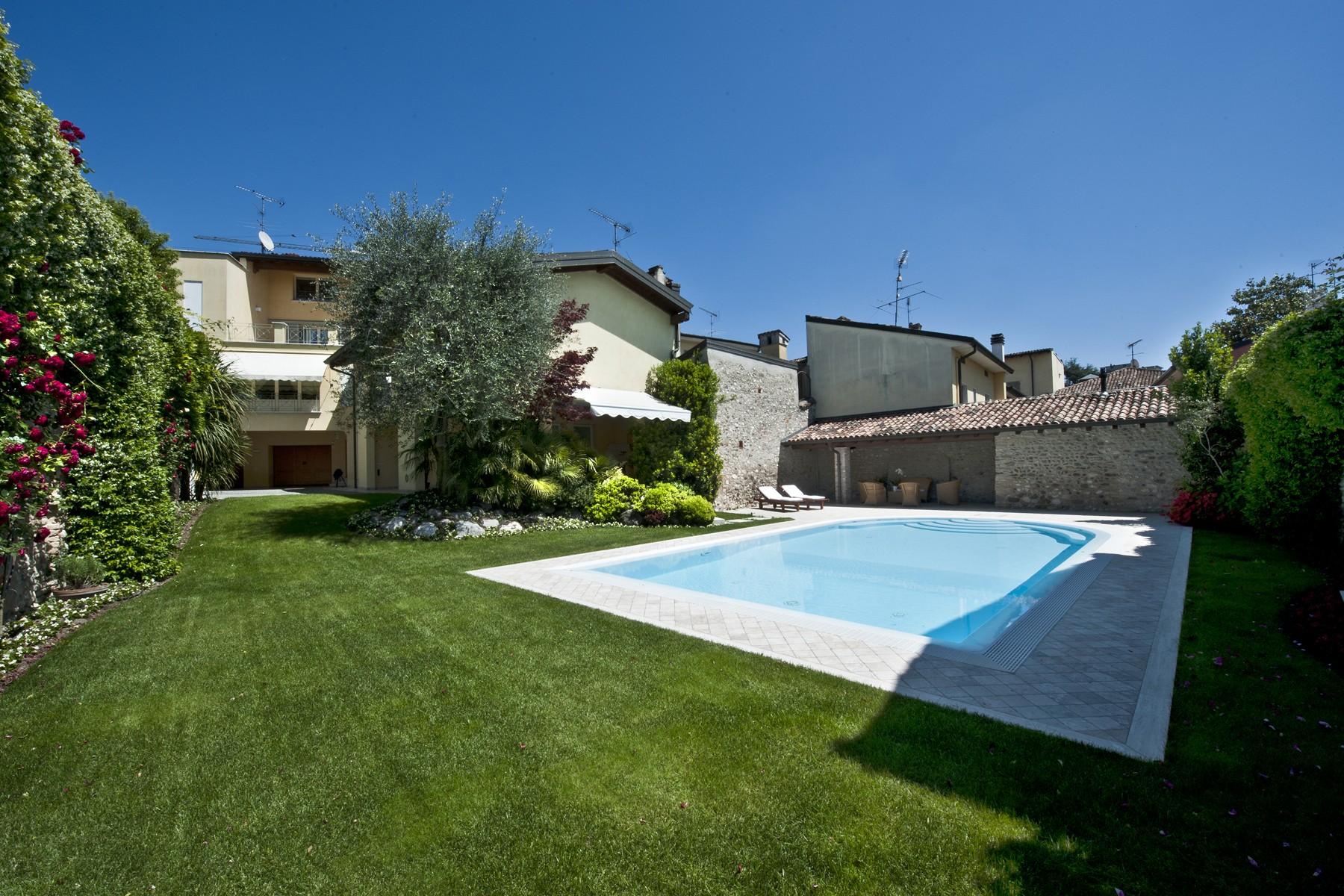 Palazzo in Vendita a Castiglione Delle Stiviere: 5 locali, 1000 mq