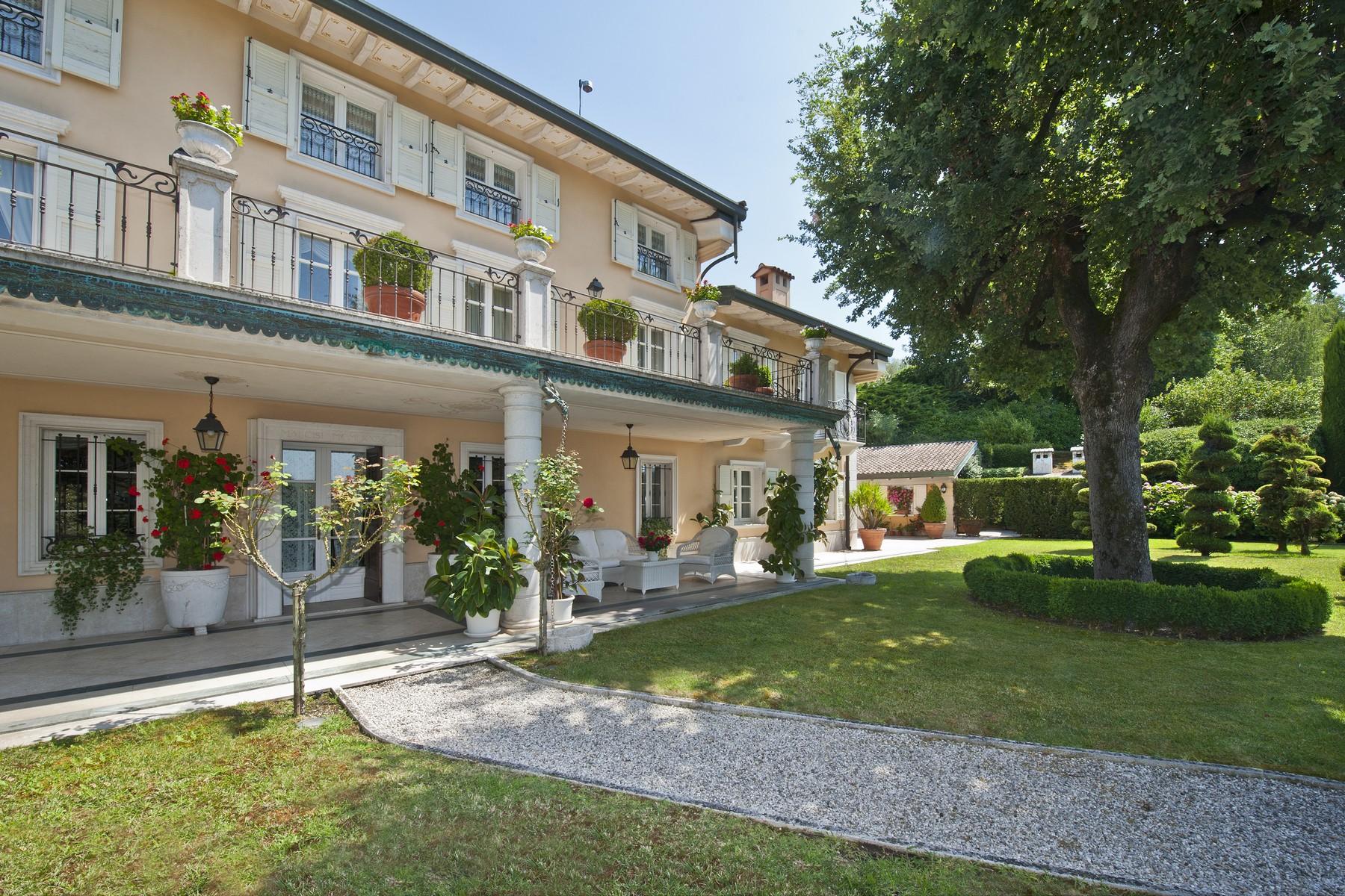 Villa in Vendita a Monzambano: 5 locali, 1000 mq