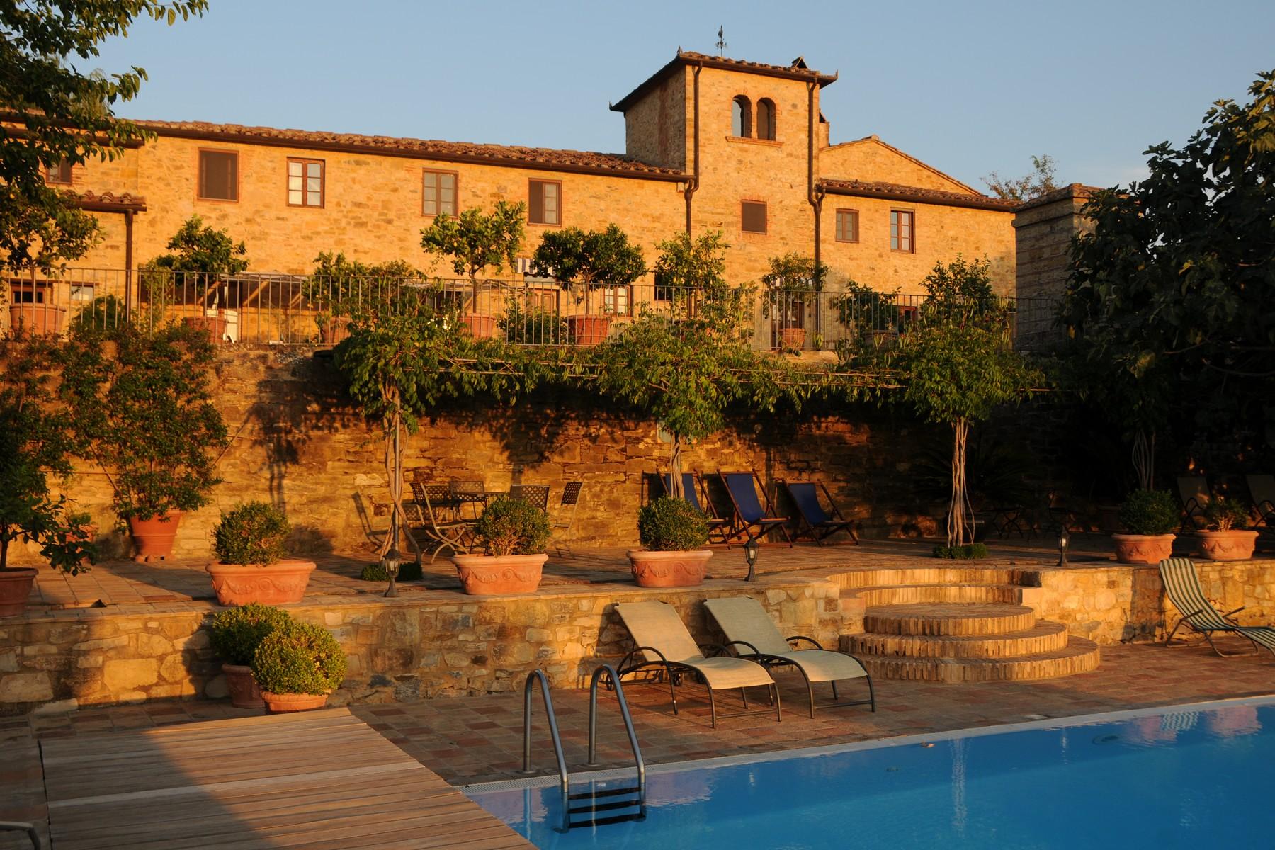 Villa in Vendita a Tavarnelle Val Di Pesa strada cerbaia