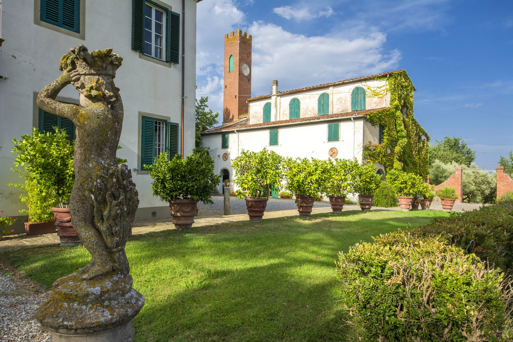 Villa in Vendita a Fucecchio: 5 locali, 900 mq