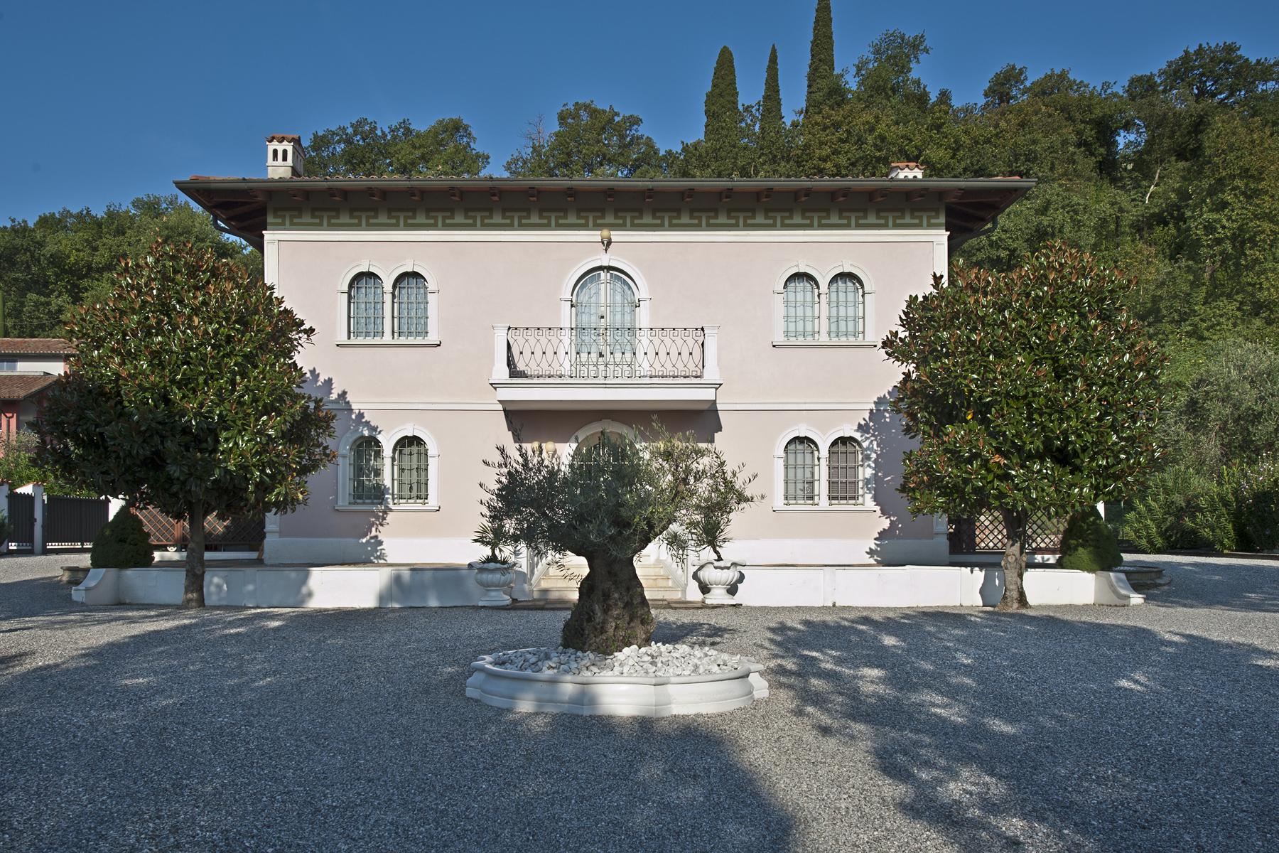 Villa in Vendita a Padenghe Sul Garda via metelli