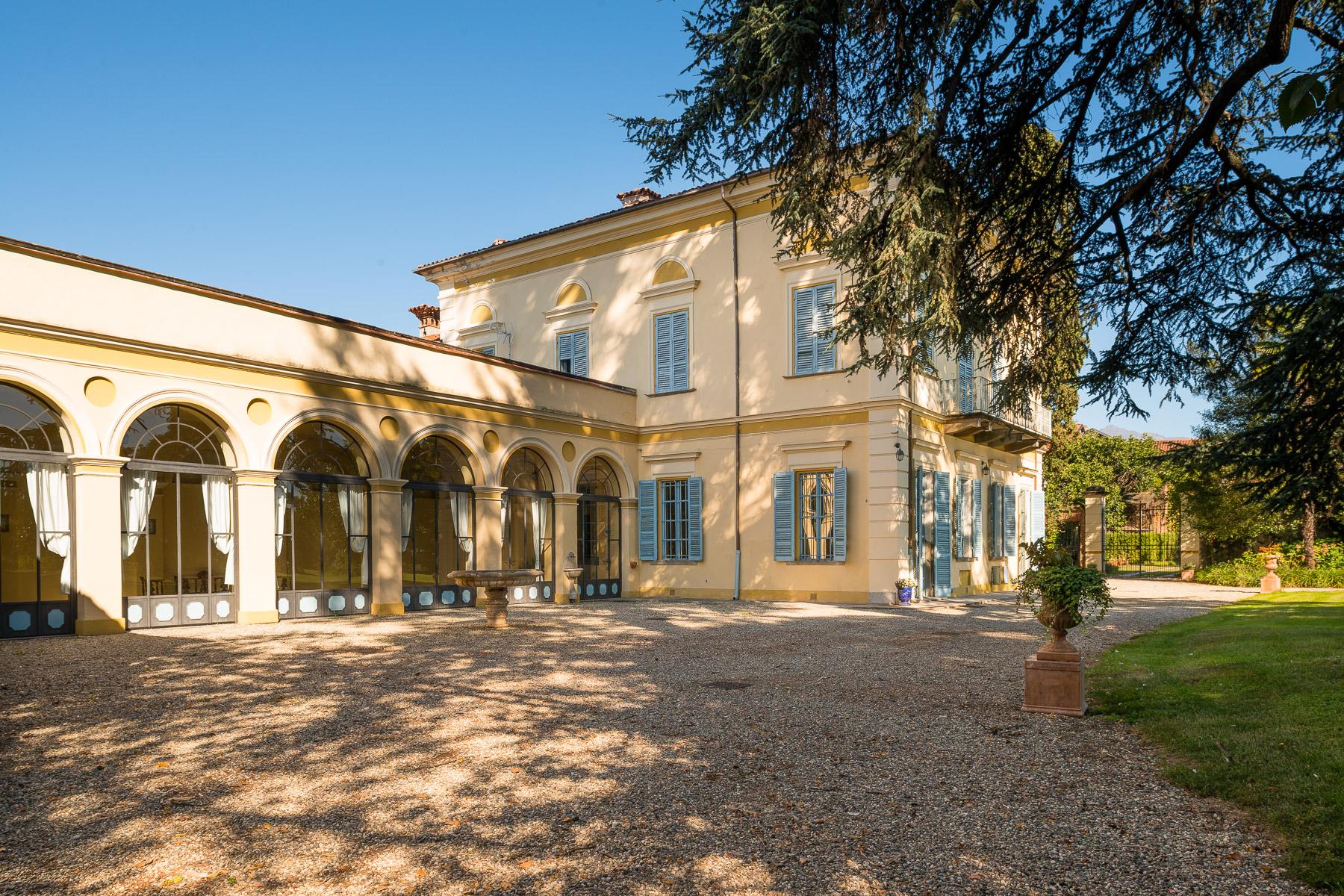 Villa in Vendita a Favria: 5 locali, 642 mq
