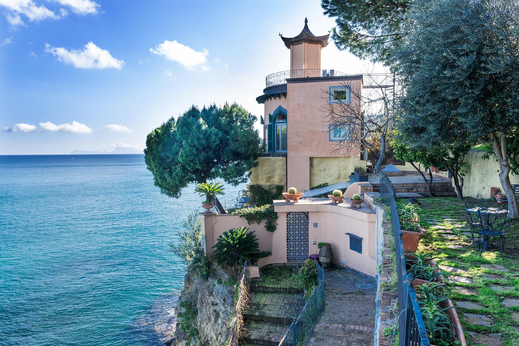 Villa in Vendita a Napoli: 5 locali, 220 mq