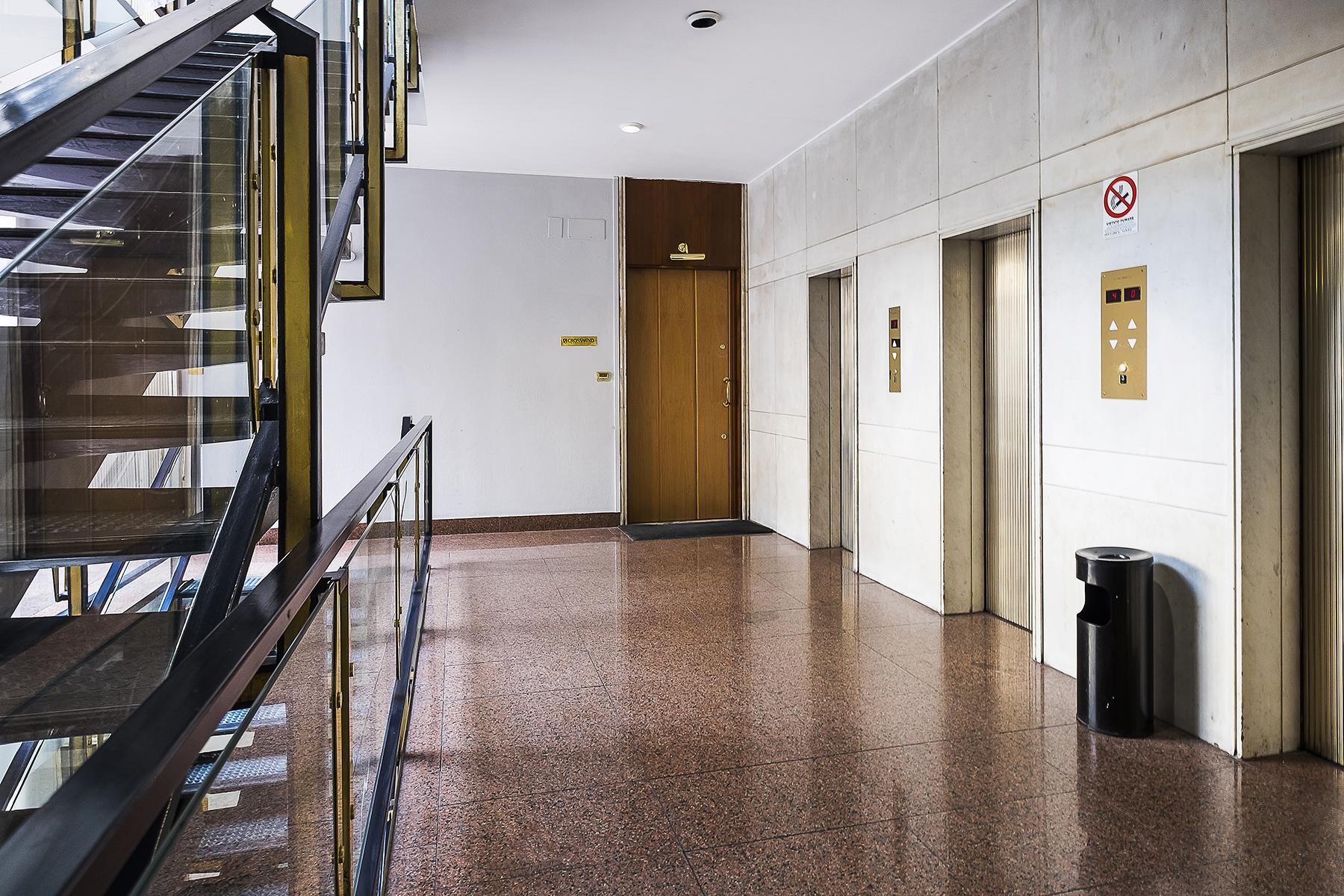 Ufficio studio di lusso in affitto a roma via parigi for Affitto ufficio eur roma