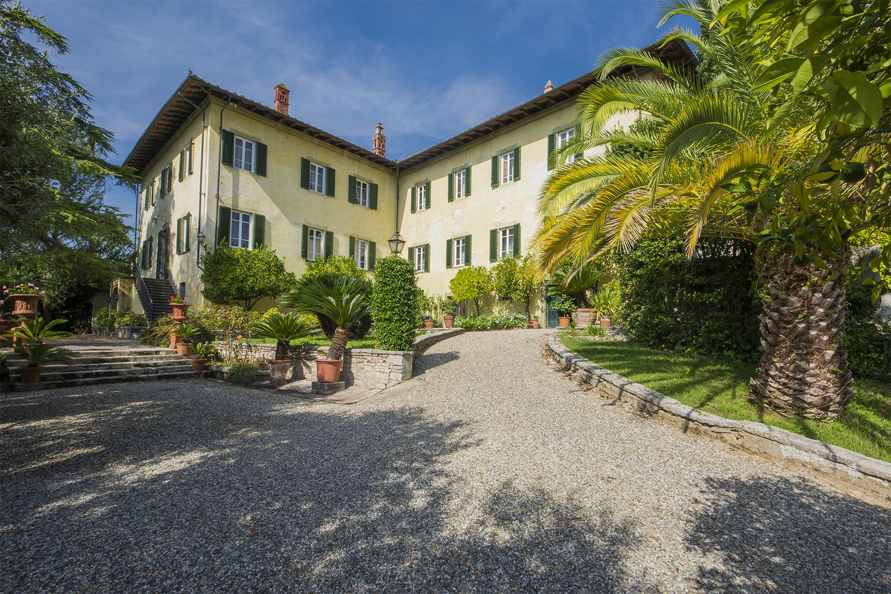 Villa in Vendita a Lucca: 5 locali, 1210 mq