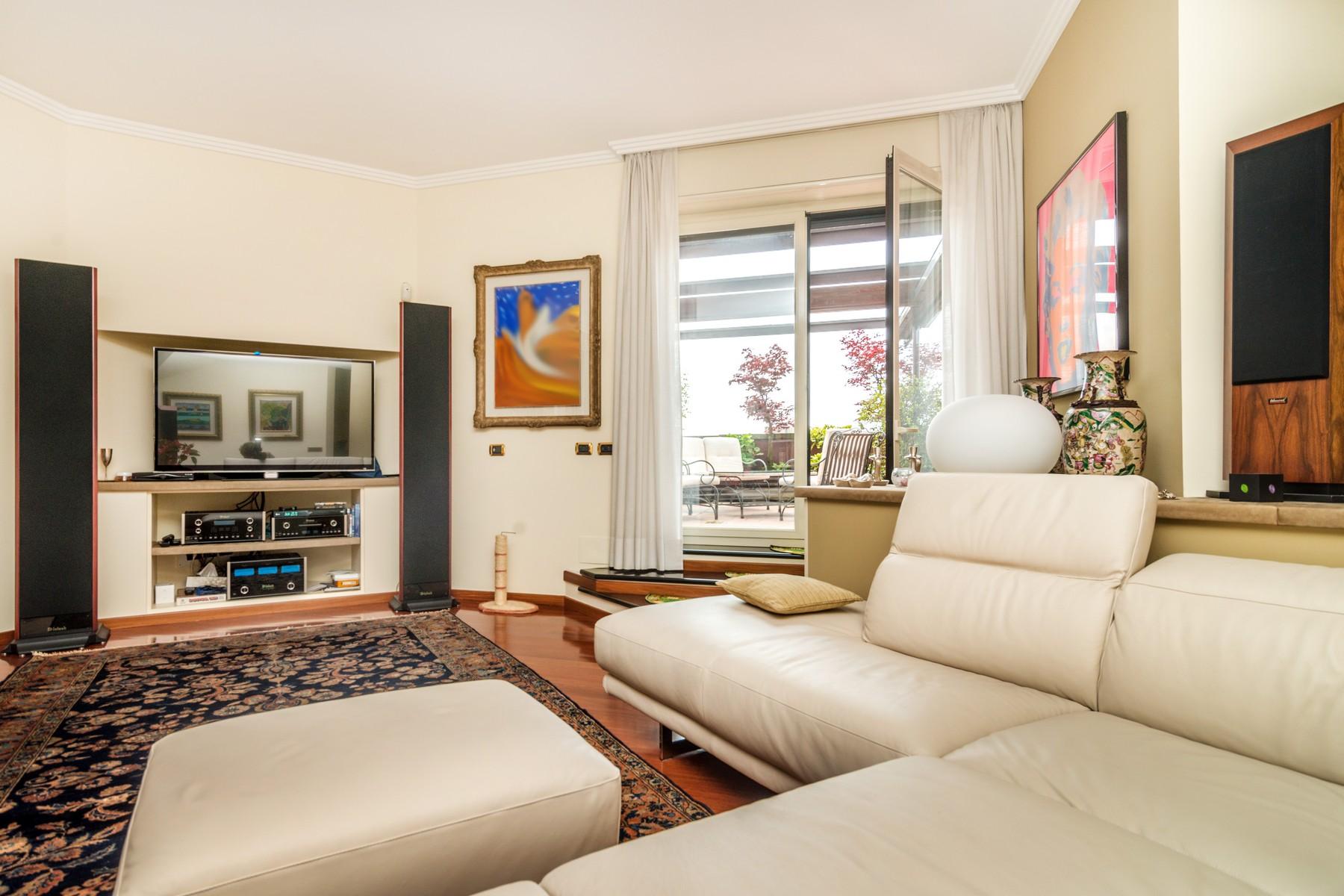 Appartamento in Vendita a Segrate: 5 locali, 500 mq - Foto 2