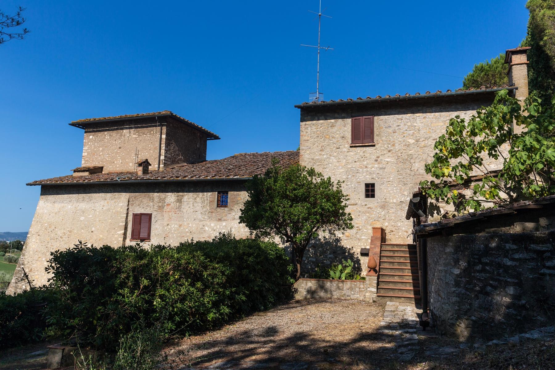Rustico in Vendita a Calenzano: 5 locali, 800 mq